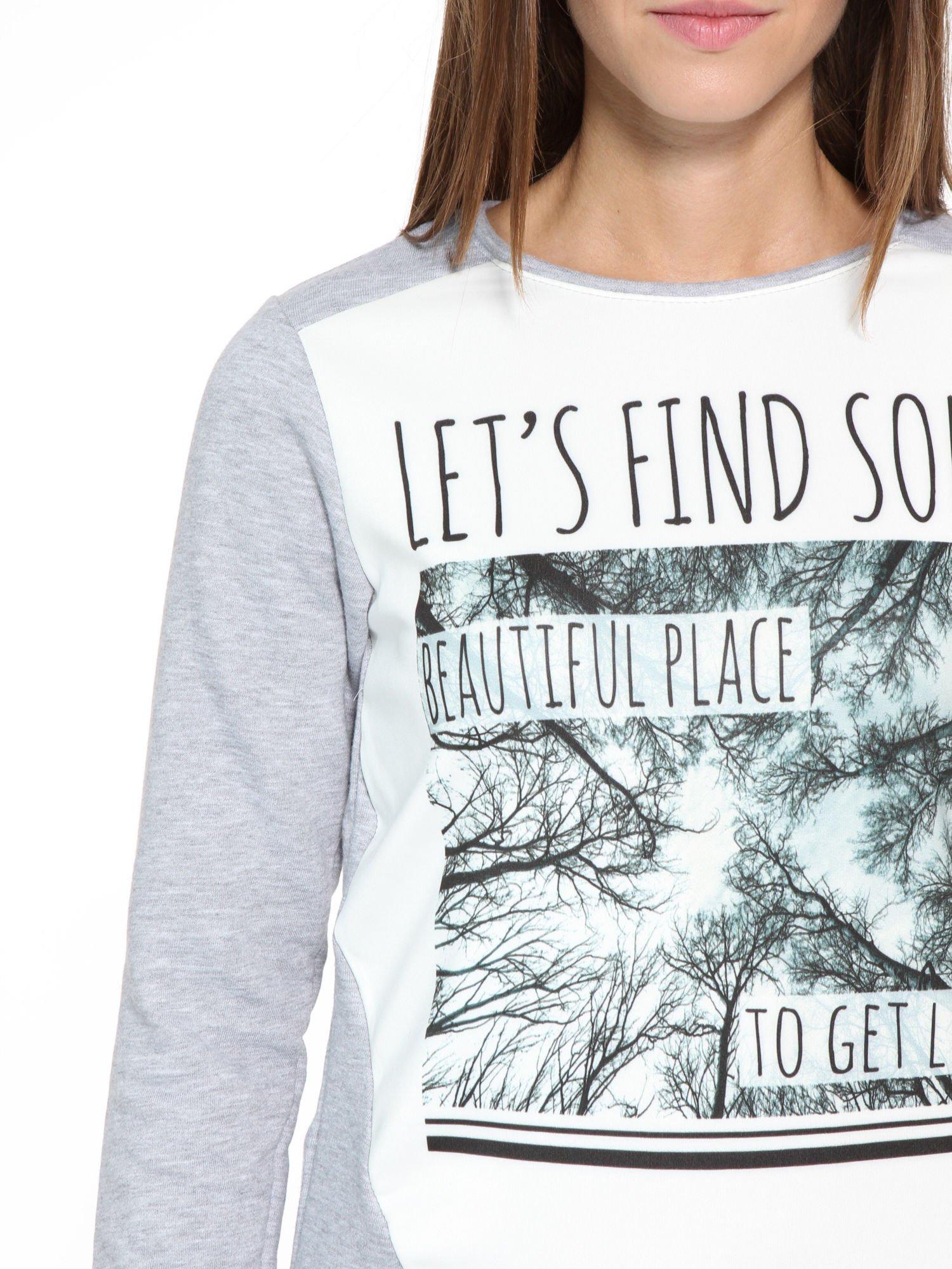 Szara bluza dresowa z nadrukiem LET'S FIND SOME BEAUTIFUL PLACE TO GET LOST                                  zdj.                                  6