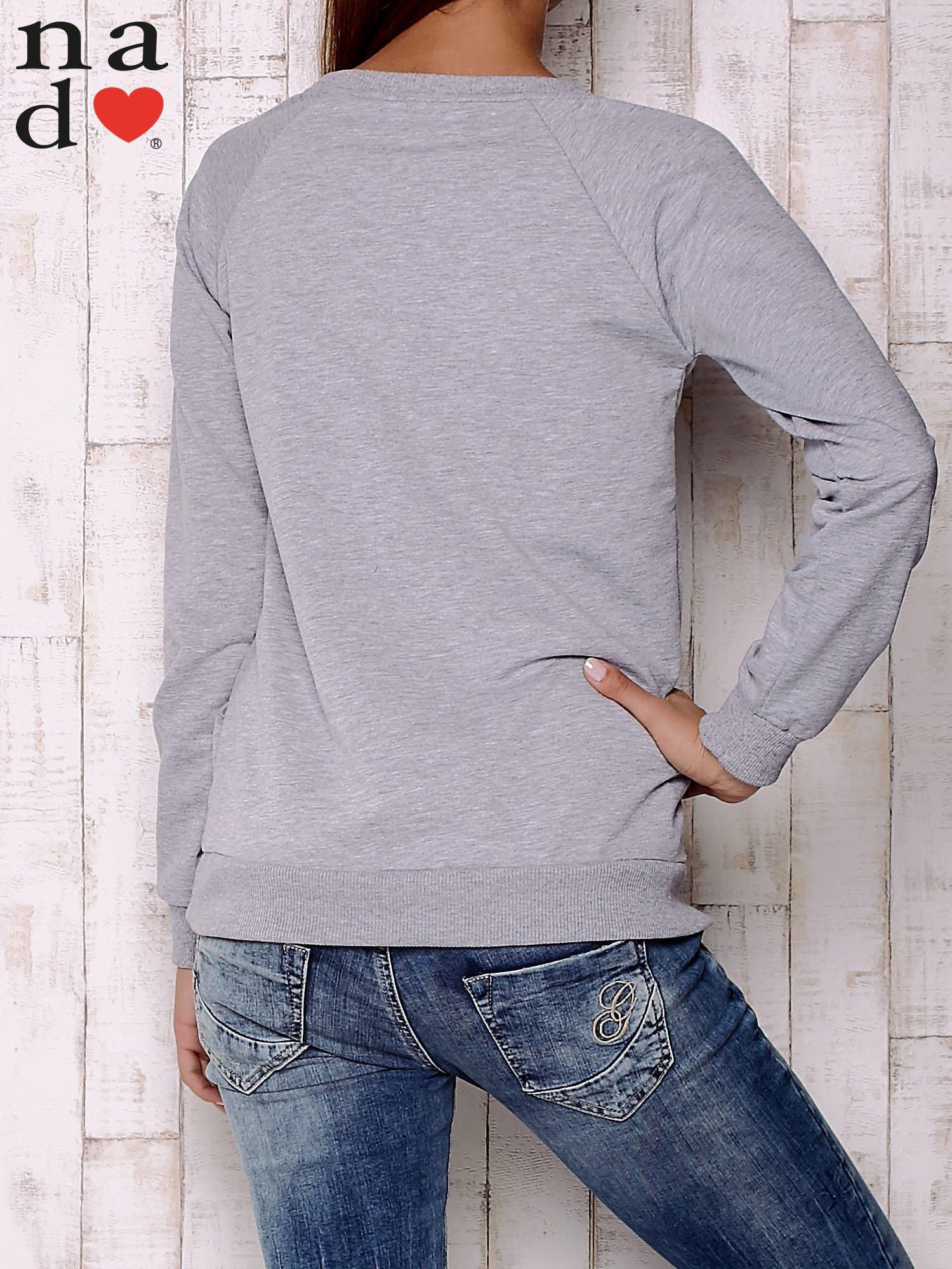 Szara bluza z motywem dłoni                                  zdj.                                  4