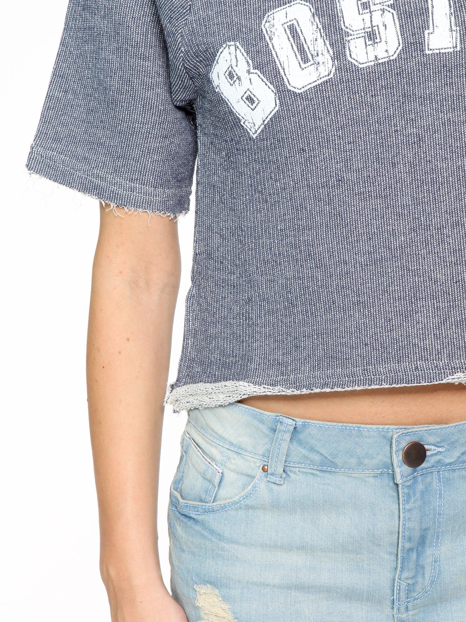 Szara bluzka typu cropped z napisem BOSTON                                  zdj.                                  8