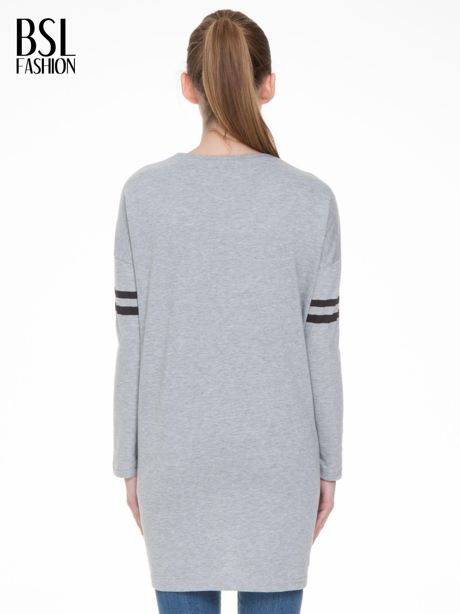 Szara dresowa bluza z literą A w stylu baseballowym                                  zdj.                                  4