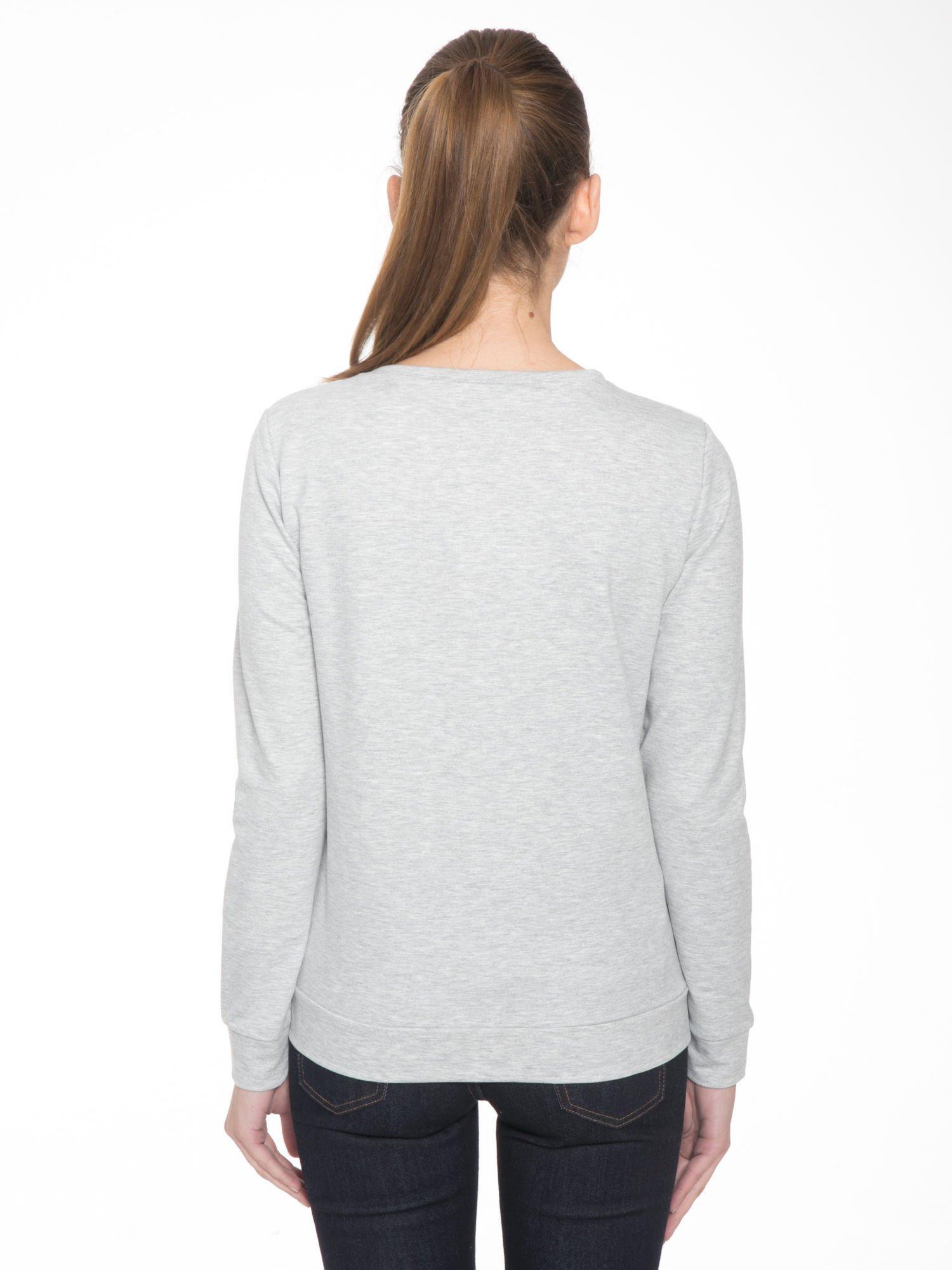 Szara dresowa bluza z nadrukiem pandy                                  zdj.                                  4