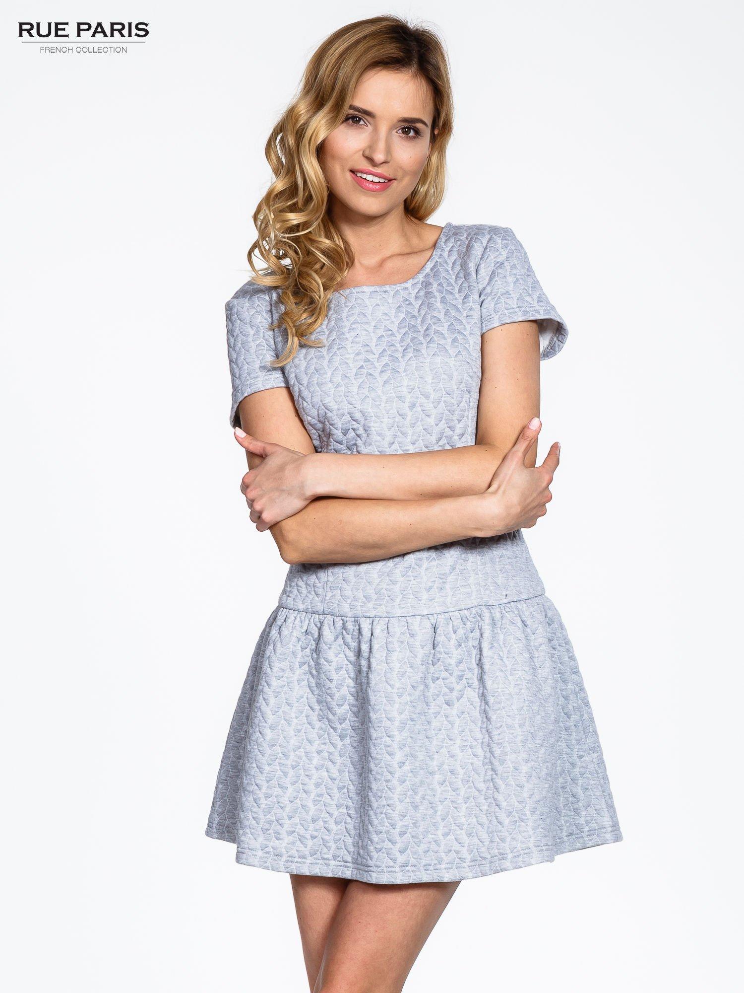 Szara fakturowana sukienka z obniżoną talią                                  zdj.                                  1