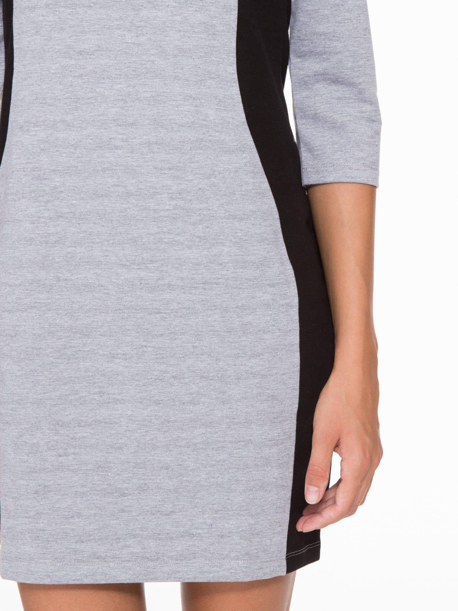 Szara sukienka z czarnymi modułami po bokach                                  zdj.                                  7
