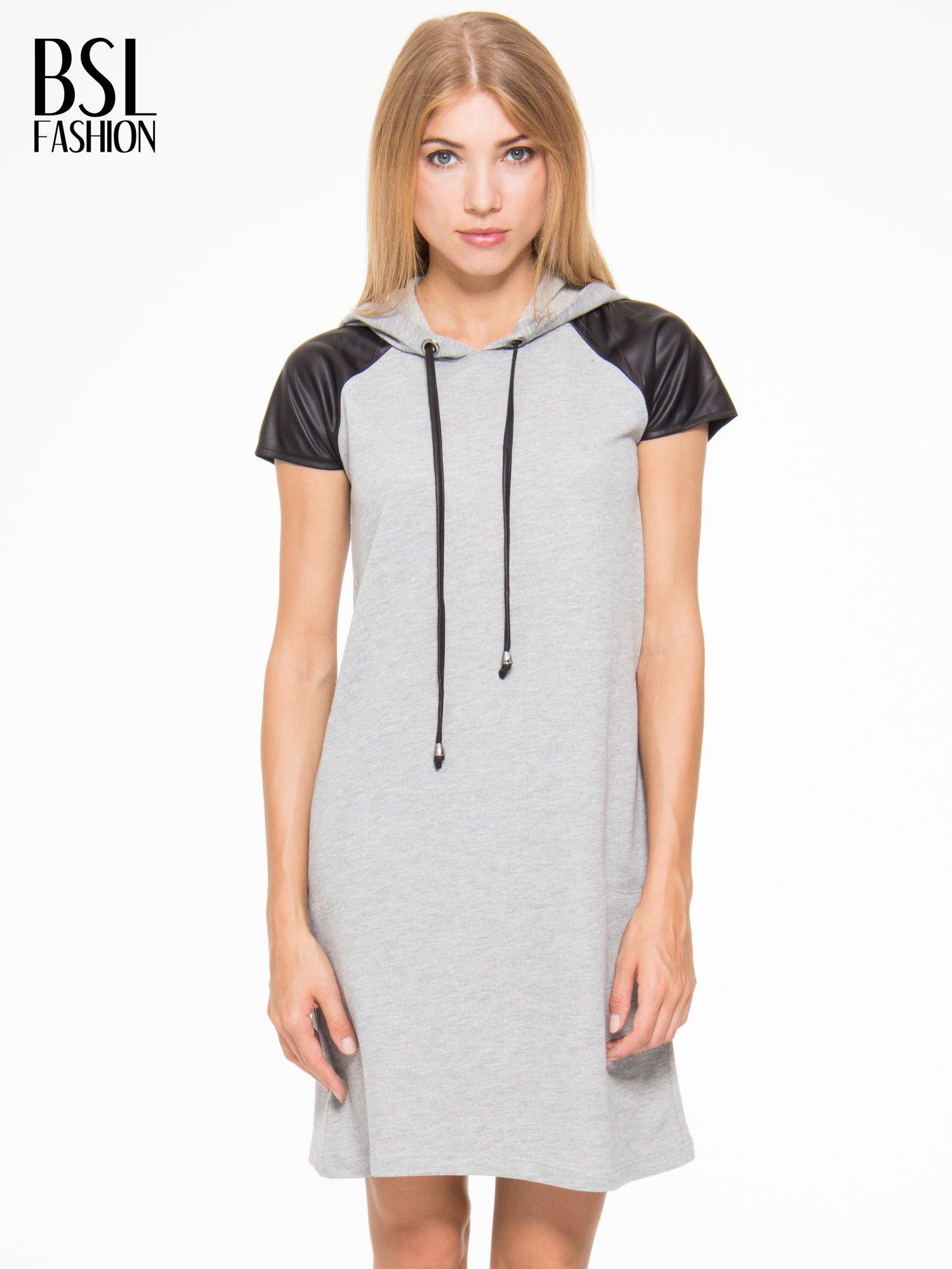 Szara sukienka z kapturem z wstawkami ze skóry                                  zdj.                                  1
