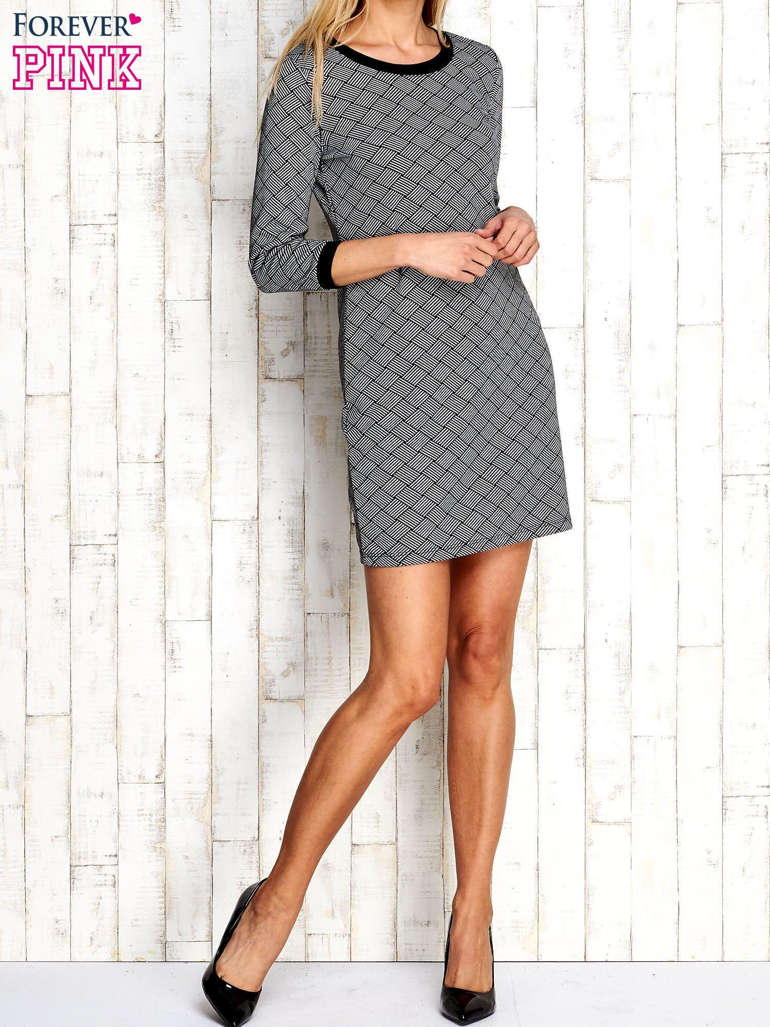 Szara sukienka z motywem plecionki                                  zdj.                                  5