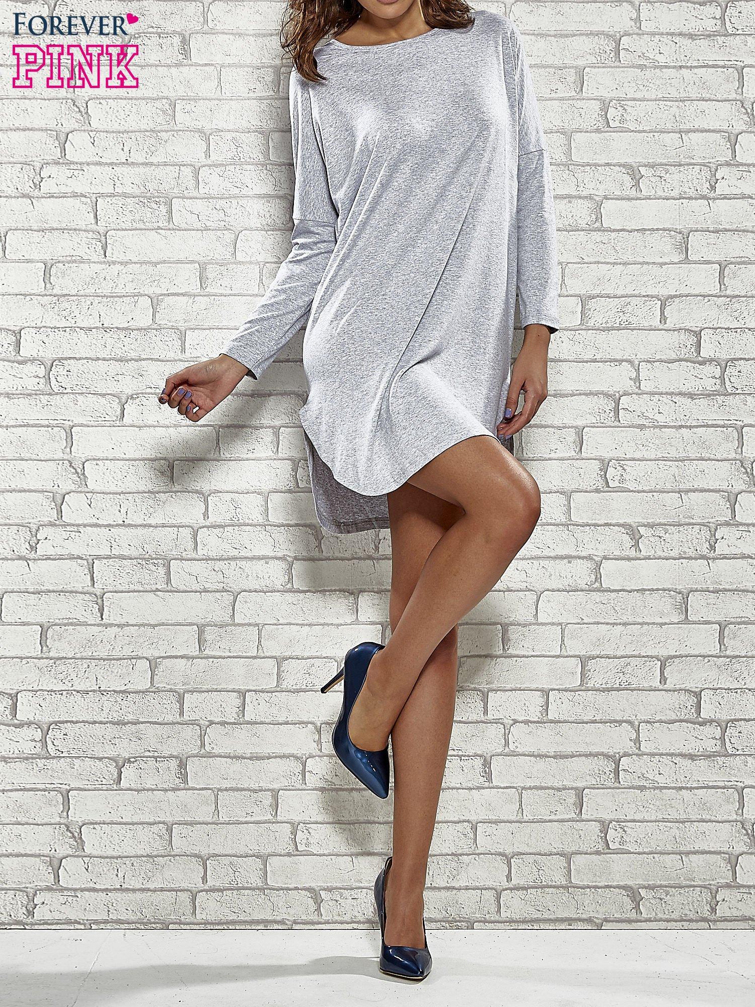 Szara sukienka z rozporkami po bokach                                  zdj.                                  2