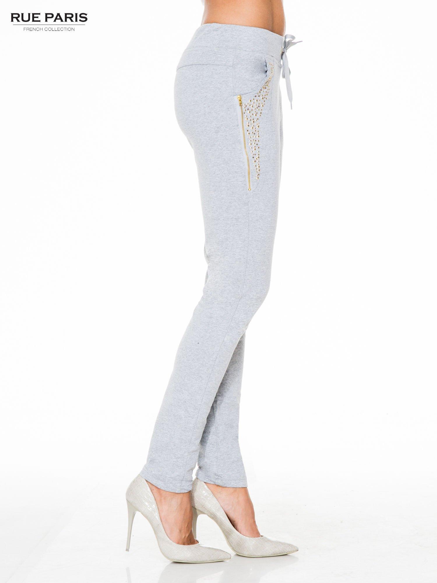 Szare eleganckie spodnie dresowe z dżetami                                  zdj.                                  3