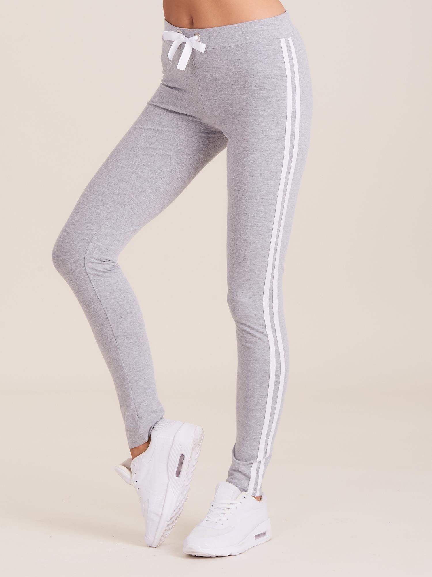 8358ddfc3a27fd Szare spodnie dresowe damskie z lampasami - Spodnie Dresowe - sklep ...
