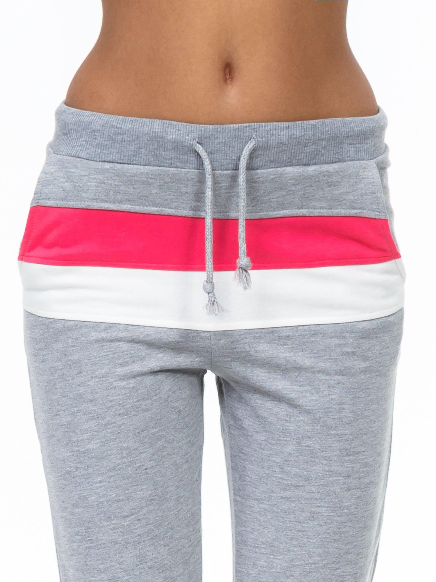 Szare spodnie dresowe z kolorową wstawką                                  zdj.                                  5