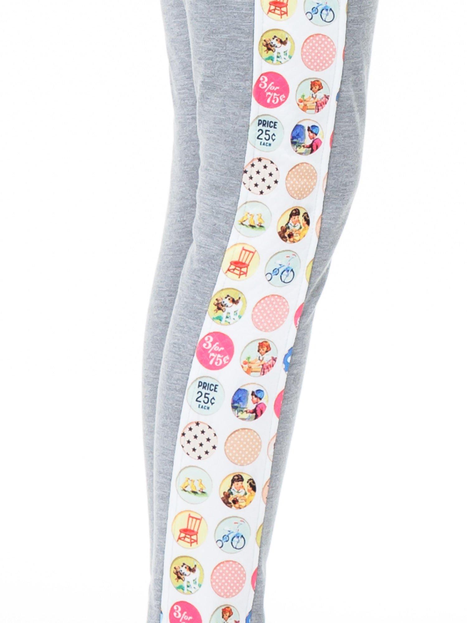 Szare spodnie dresowe z kolorowym lampasem                                  zdj.                                  4