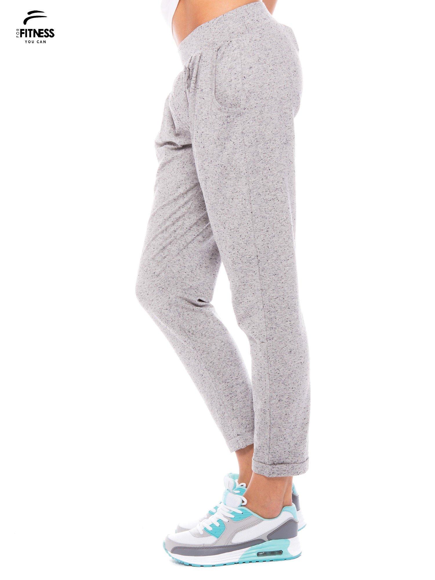 Szare spodnie dresowe z prostą nogawką                                  zdj.                                  3