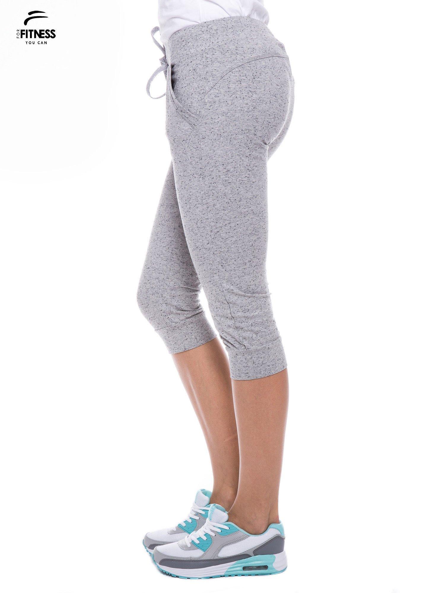 Szare sportowe spodnie za kolano typu capri                                  zdj.                                  3