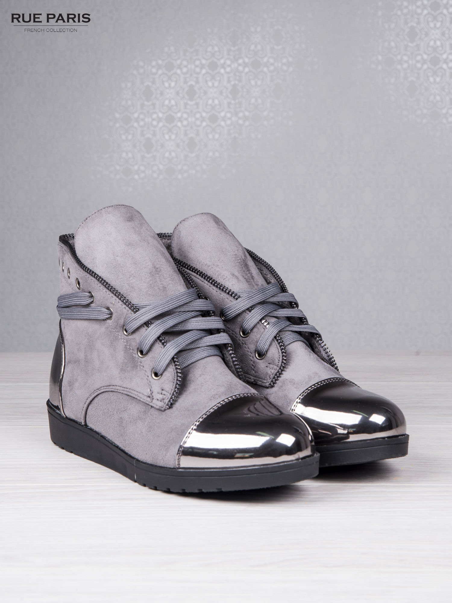 Szare zamszowe sneakersy Polly z ozdobnym suwakiem i lustrzanymi wstawkami                                  zdj.                                  3