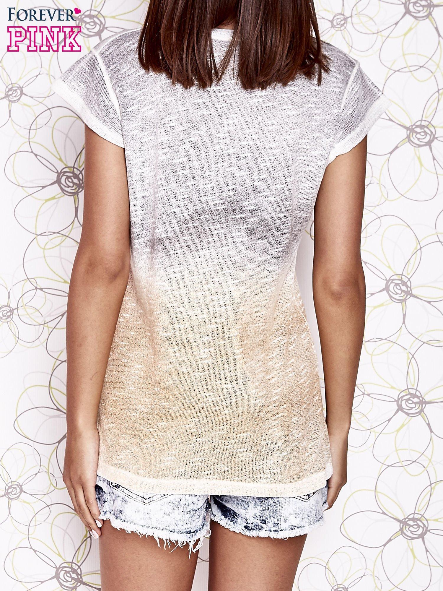 Szaro-beżowy t-shirt z efektem ombre                                  zdj.                                  2