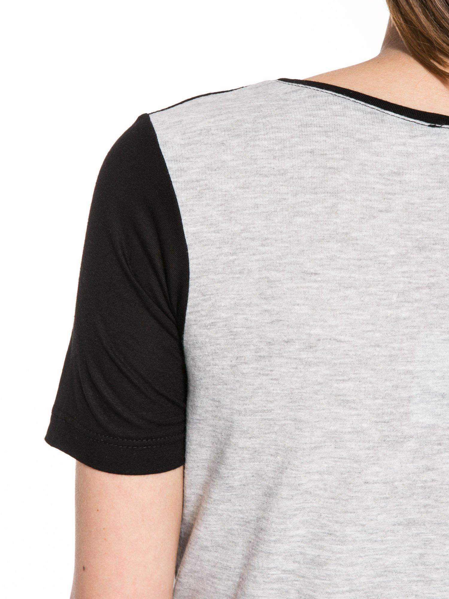 Szaro-czarny t-shirt z nadrukiem FASHION 88                                  zdj.                                  9