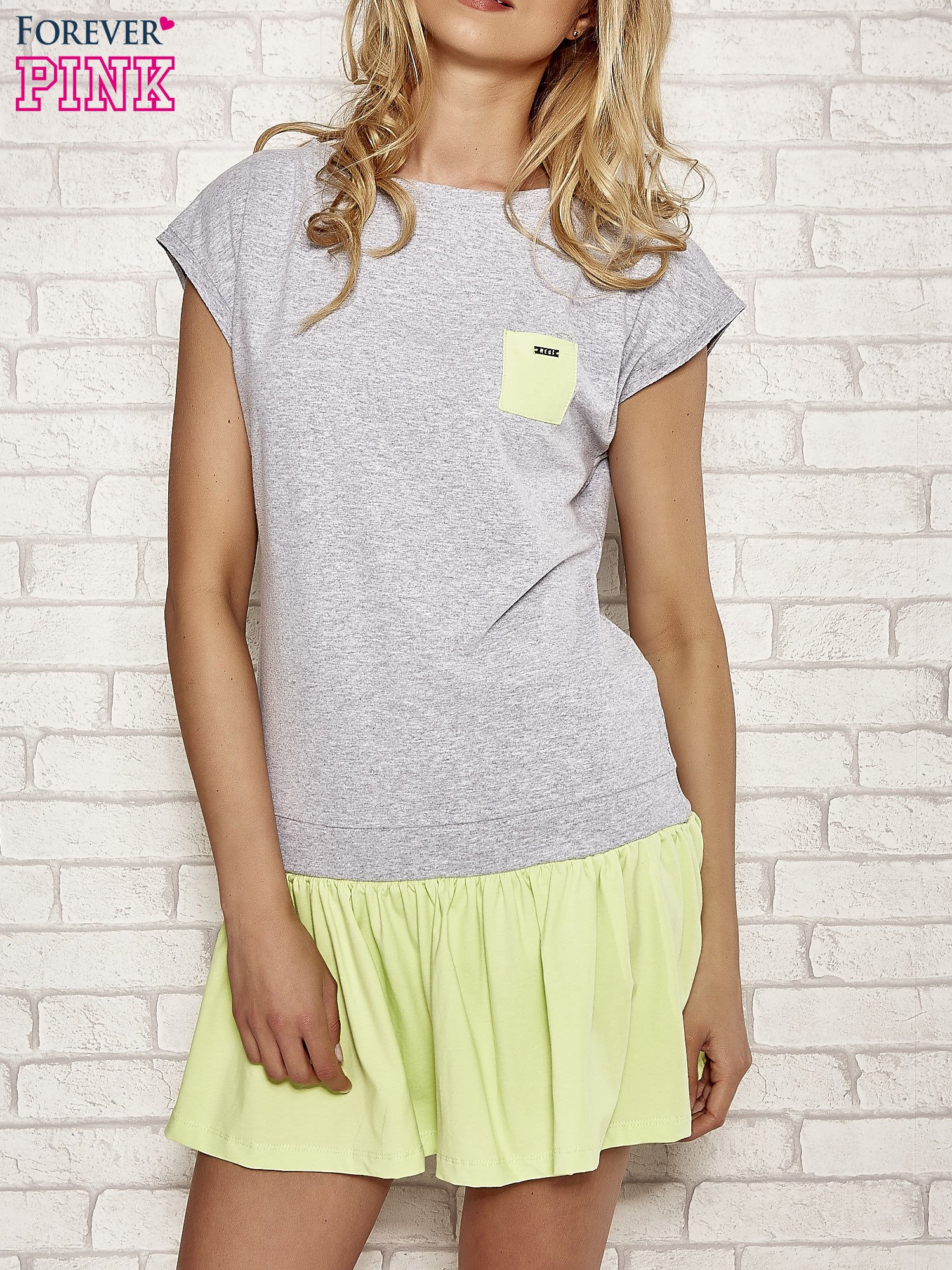Szaro-zielona dresowa sukienka tenisowa z kieszonką                                  zdj.                                  1
