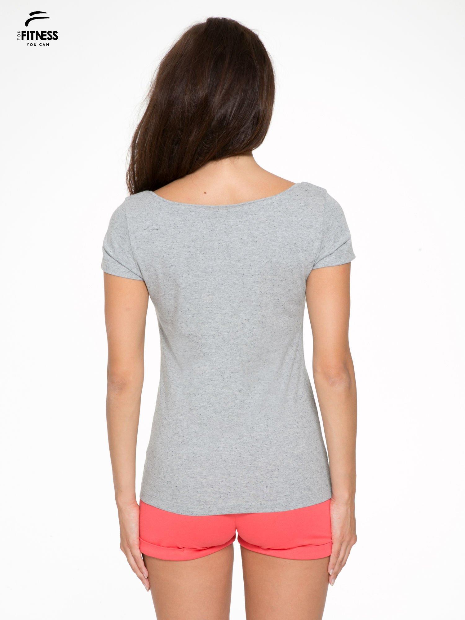 Szary bawełniany t-shirt z nadrukiem tekstowym WAKE UP WORK OUT                                  zdj.                                  4