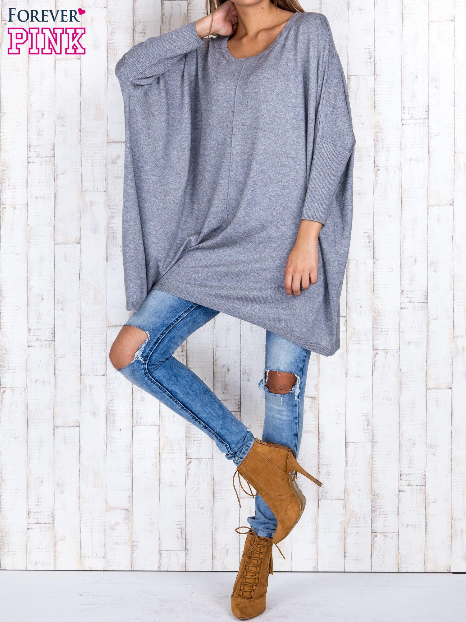 Szary długi sweter oversize z nietoperzowymi rękawami                                  zdj.                                  2