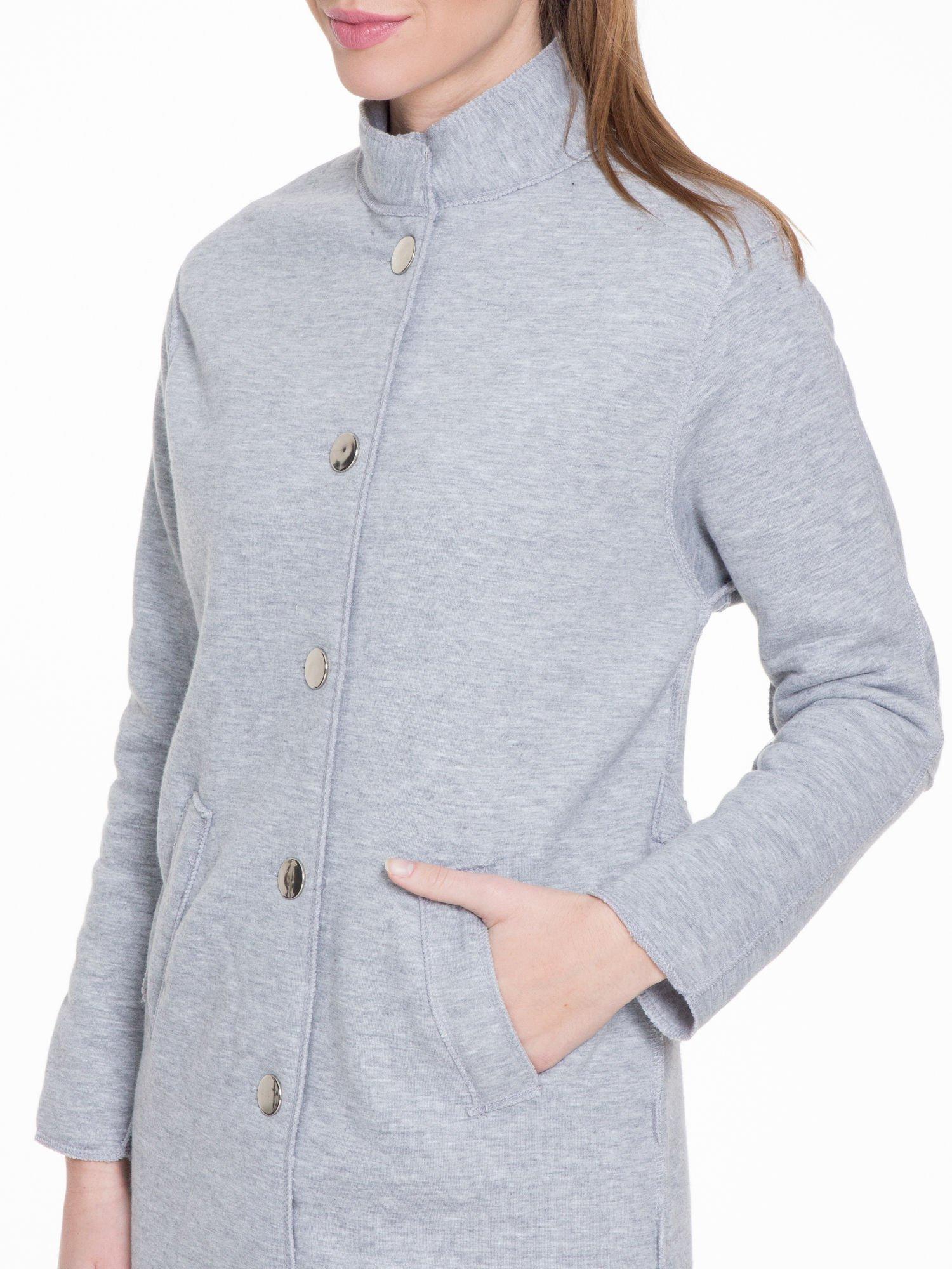 Szary dresowy płaszcz o kroju oversize                                  zdj.                                  5