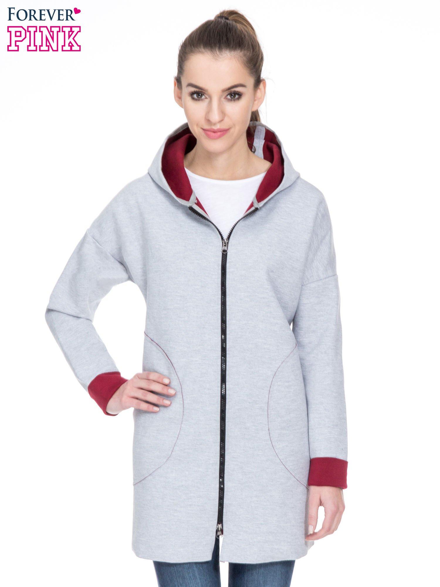Szary dresowy płaszcz oversize z bordową podszewką                                  zdj.                                  1