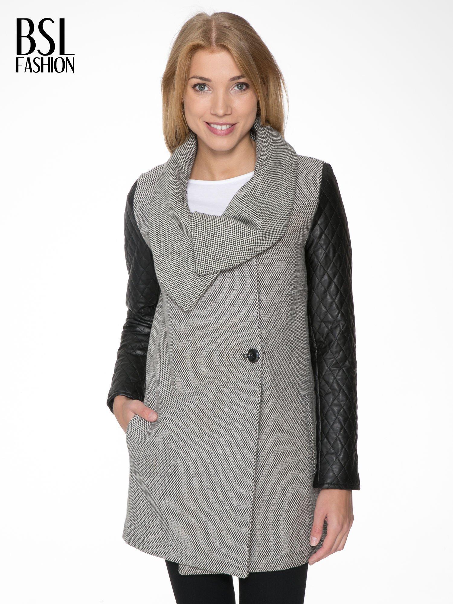 Szary melanżowy płaszcz  ze skórzanymi pikowanymi rękawami                                  zdj.                                  1