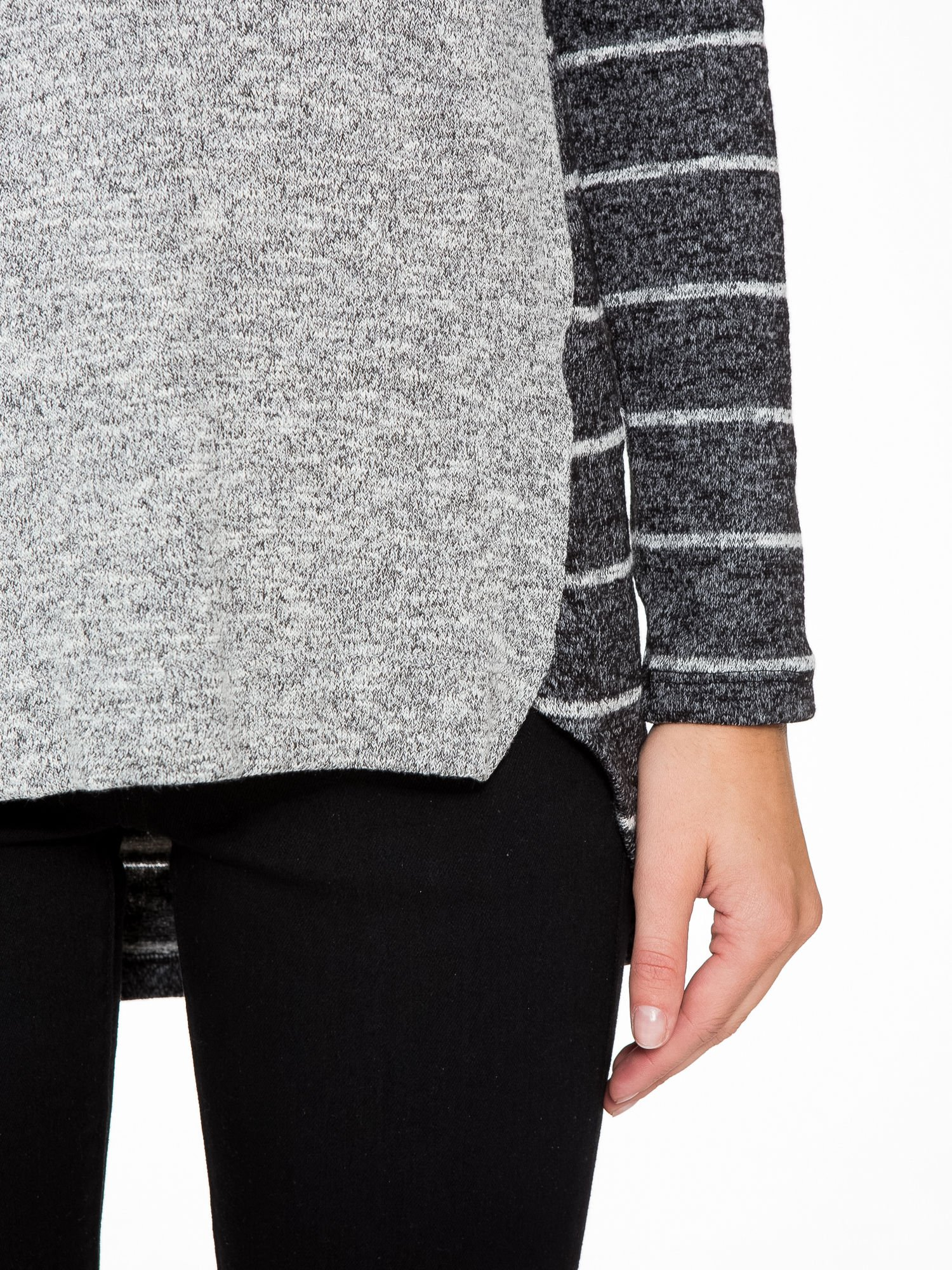 Szary melanżowy sweter z pasiastym tyłem i rękawami                                  zdj.                                  7