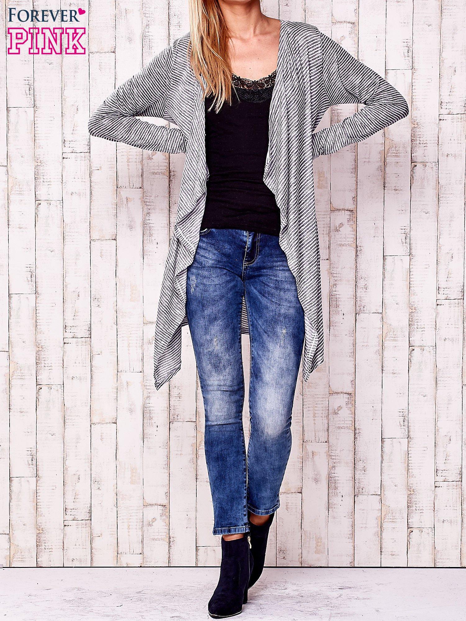 Szary otwarty sweter w drobne paski                                  zdj.                                  2