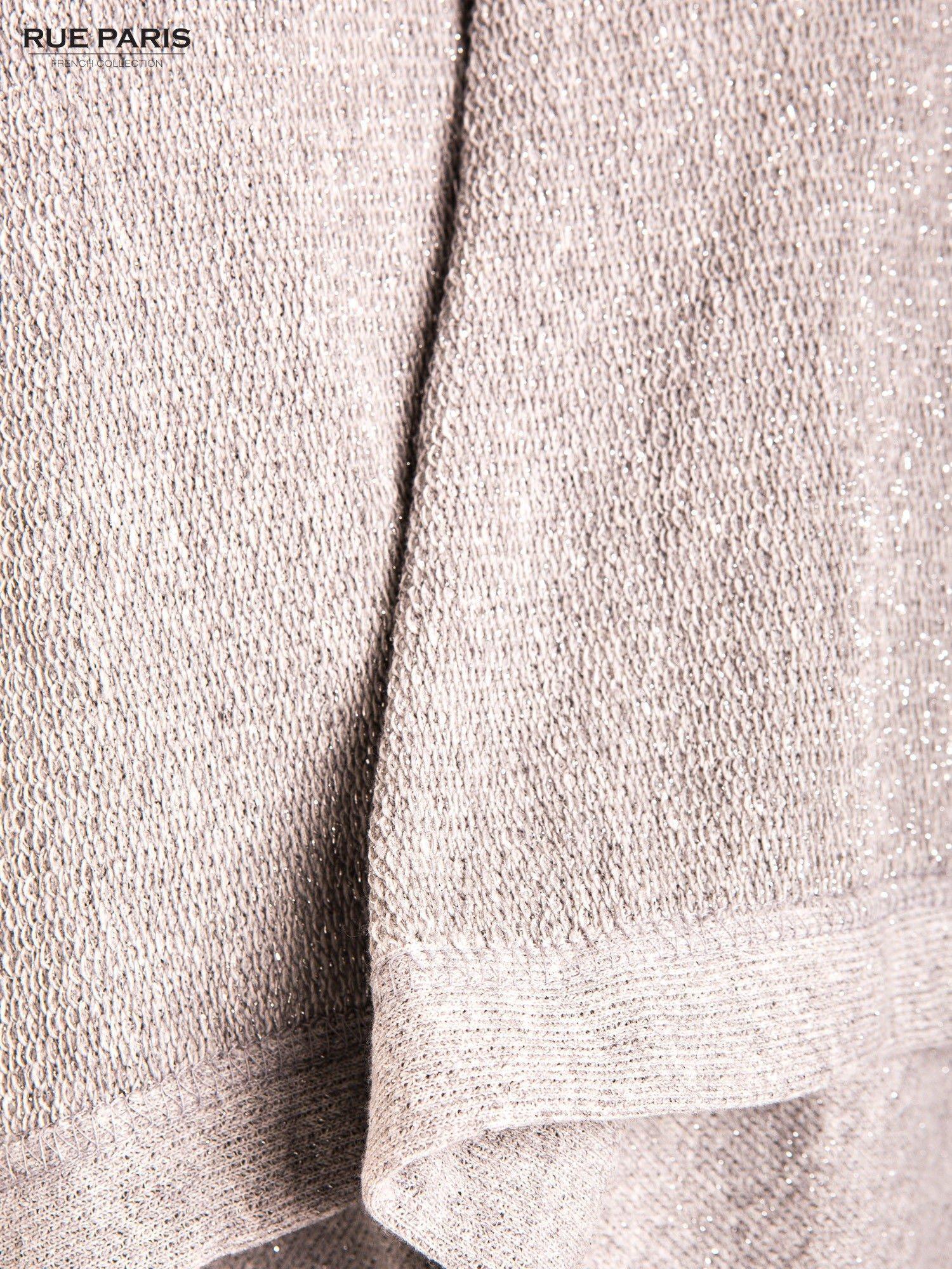 Szary sweter narzutka z dresowej dzianiny przeplatanej metalizowaną nicią                                  zdj.                                  2