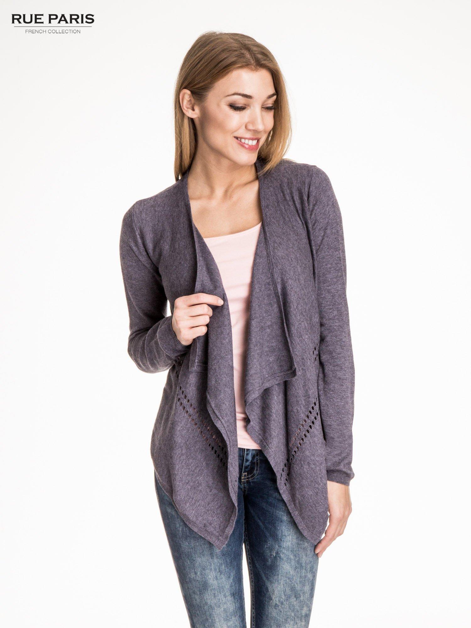 Szary sweter z kaskadowymi bokami i oczkami                                  zdj.                                  1