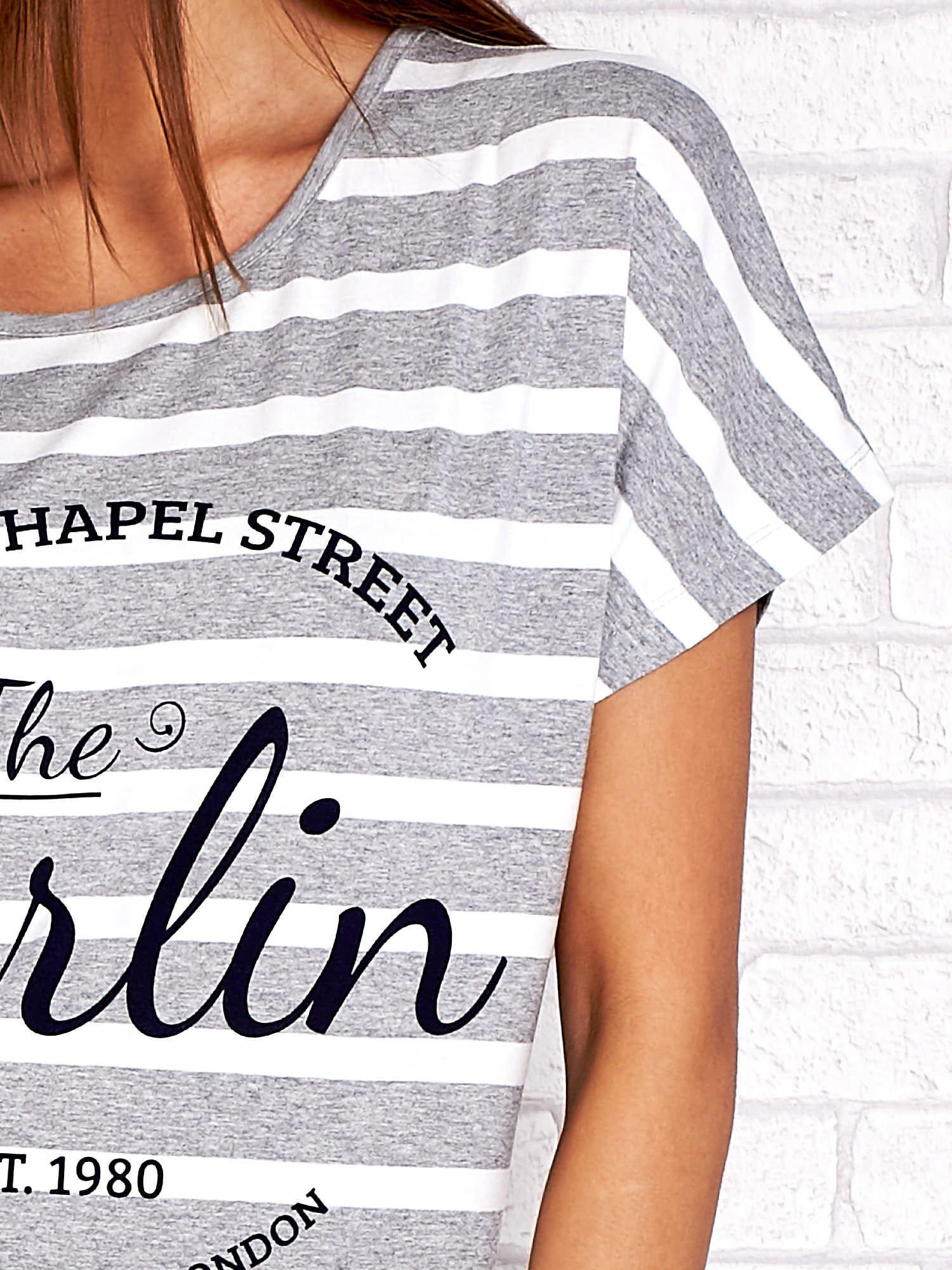 Szary t-shirt w białe paski z napisem NORTH CHAPEL STREET                                  zdj.                                  5