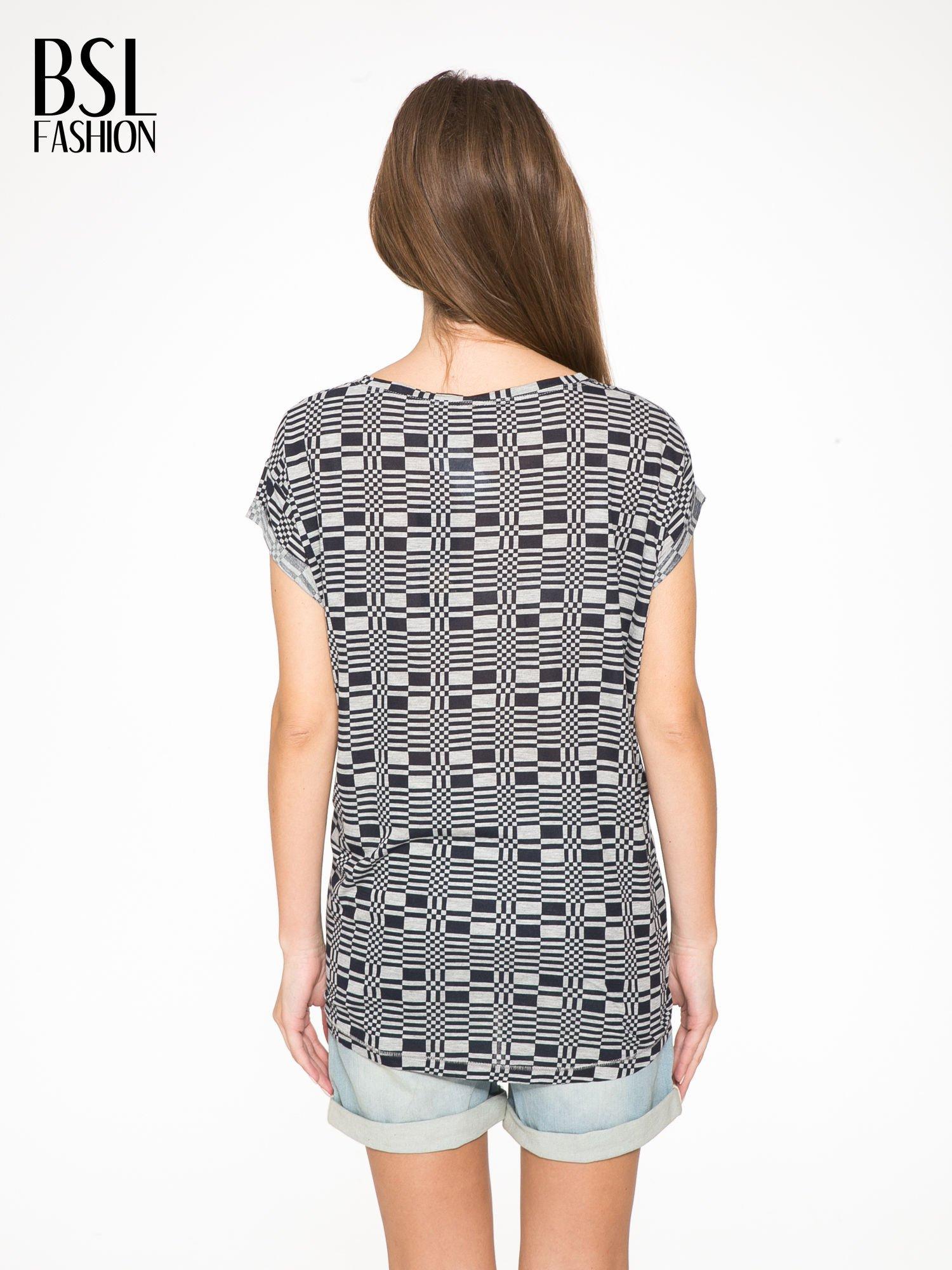 Szary t-shirt z geometrycznym nadrukiem                                  zdj.                                  4