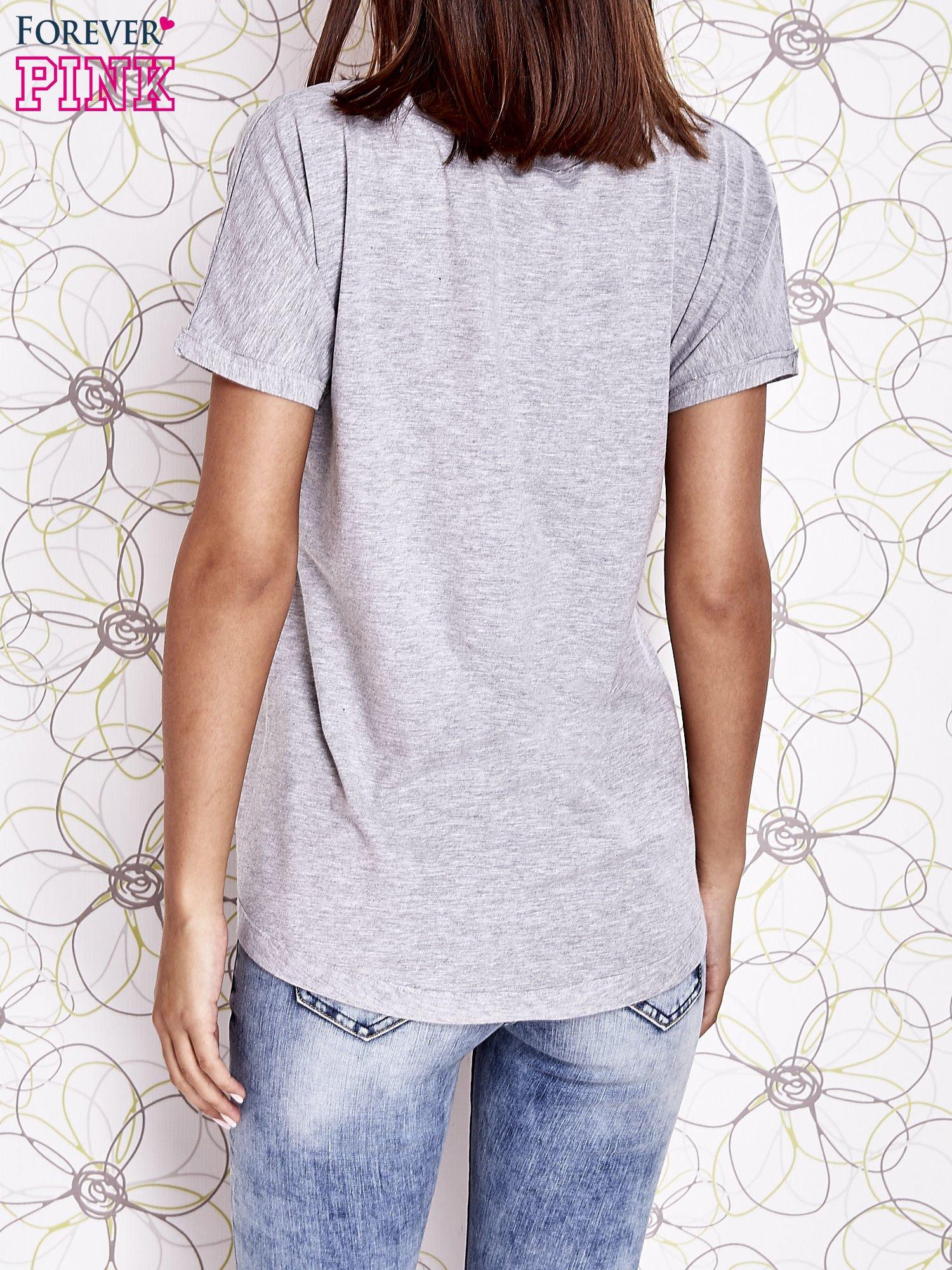 Szary t-shirt z motywem serca i kokardki                                  zdj.                                  4
