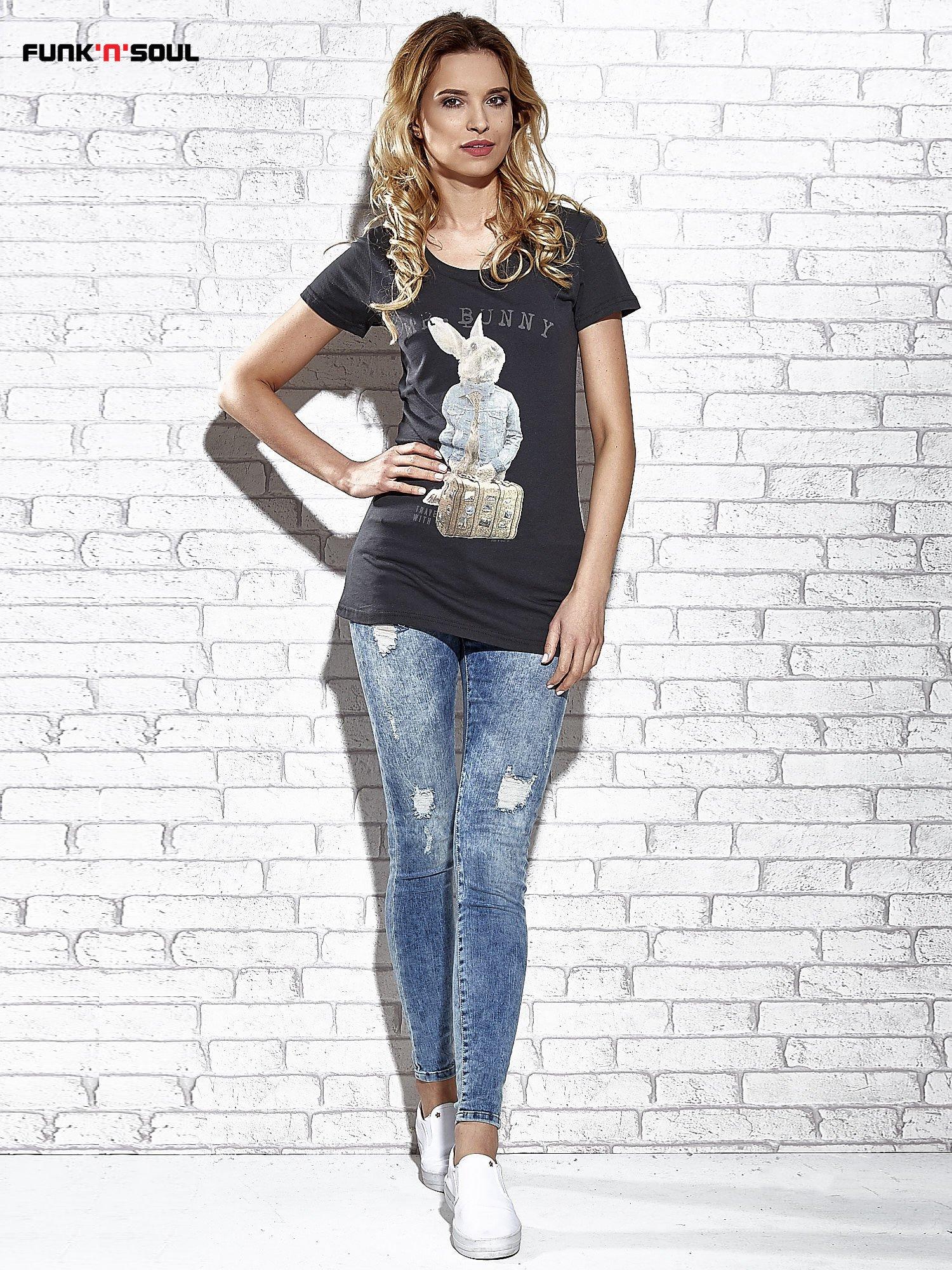 Szary t-shirt z nadrukiem królika Funk n Soul                                  zdj.                                  7