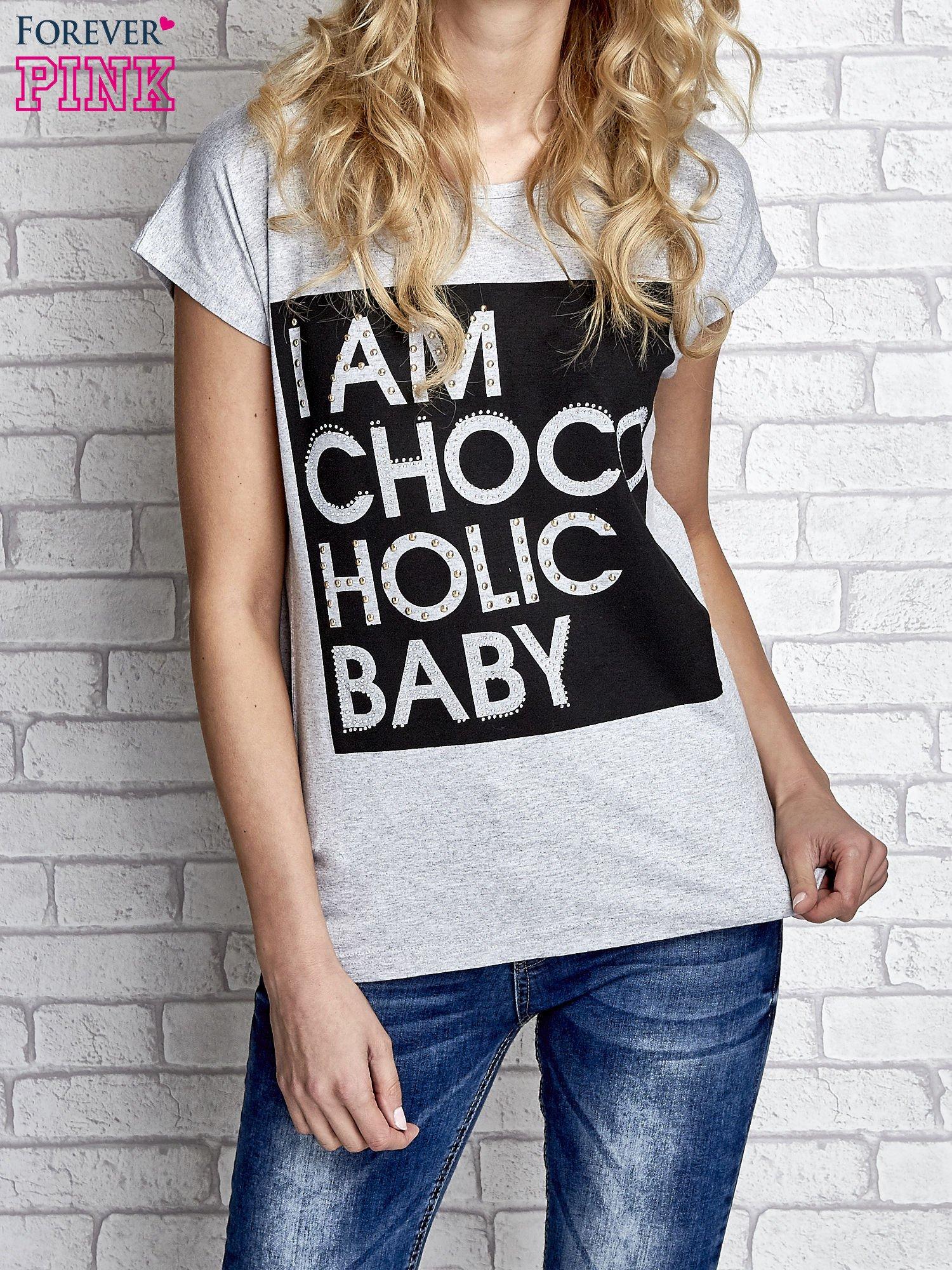 Szary t-shirt z napisem I AM CHOCOHOLIC BABY                                  zdj.                                  1