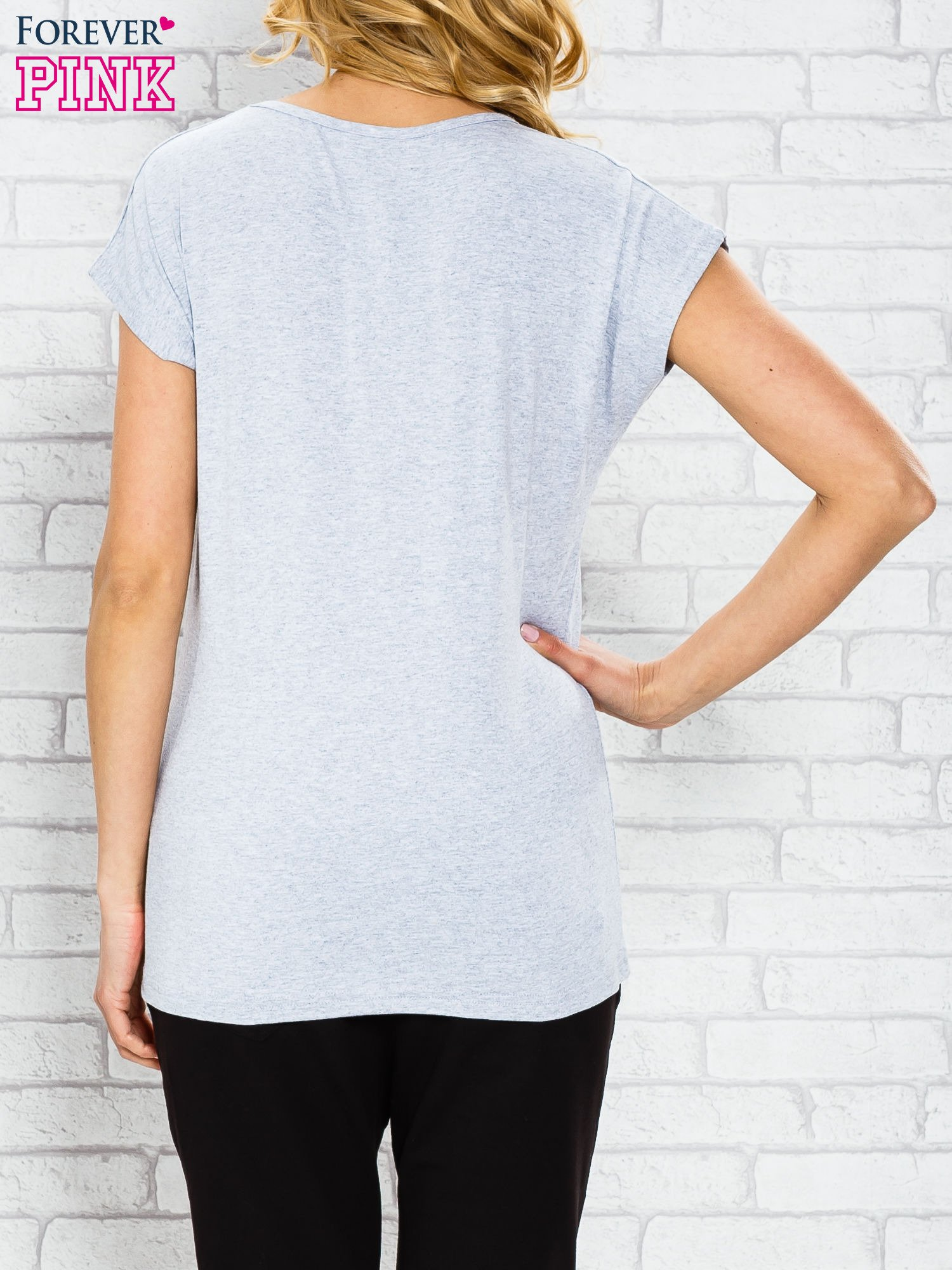 Szary t-shirt z napisem PARIS BOUTIQUE z dżetami                                  zdj.                                  2