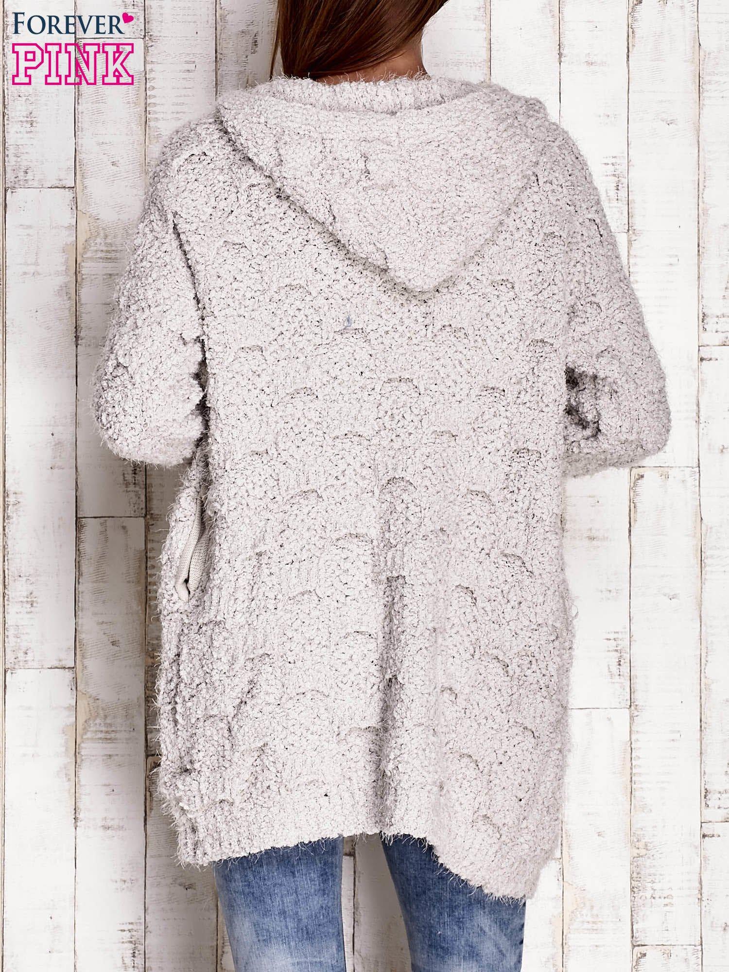 Szary włochaty sweter z kapturem                                  zdj.                                  4