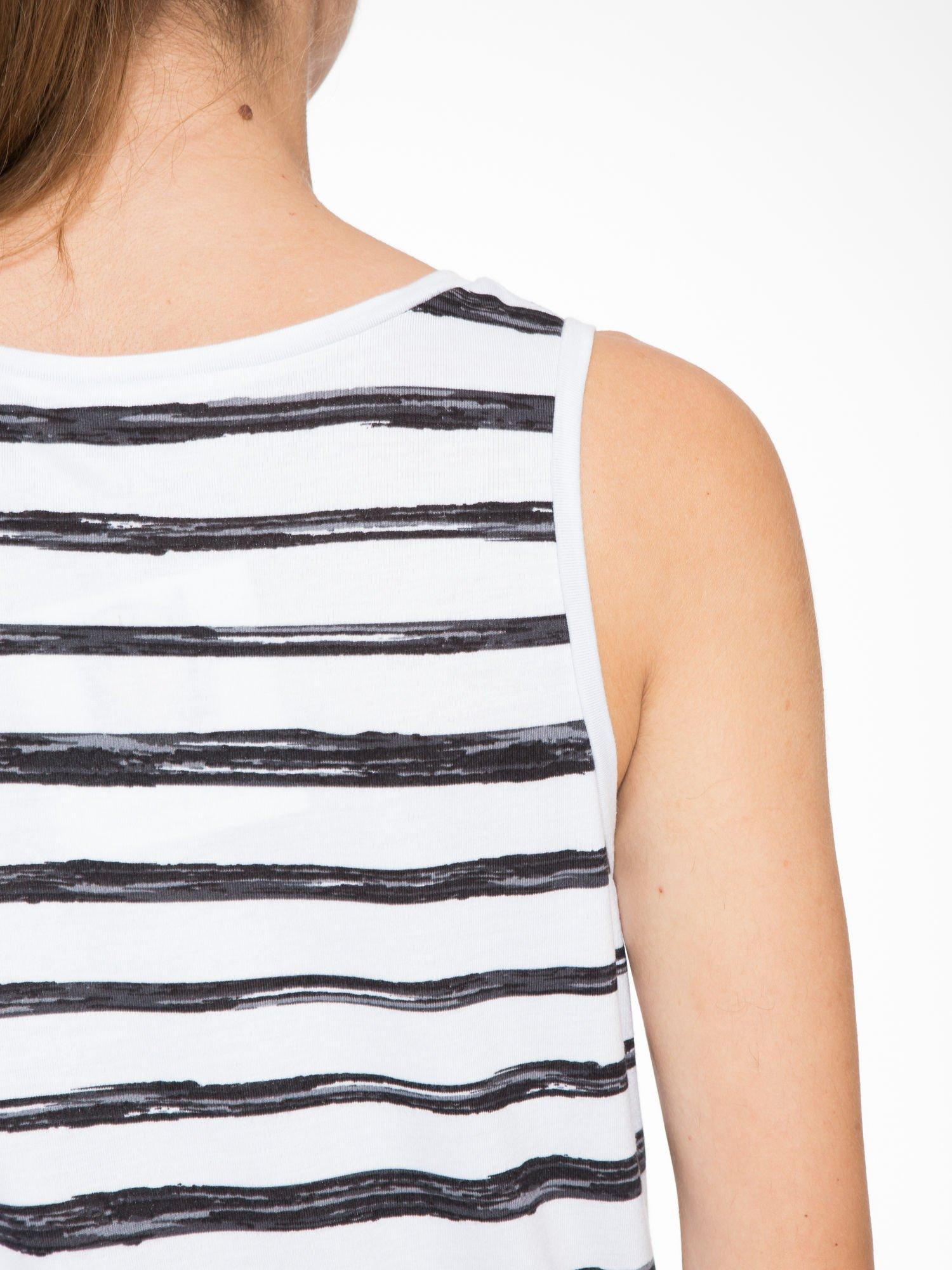 T-shirt na szerokich ramiączkach w biało-czarne paski                                  zdj.                                  9