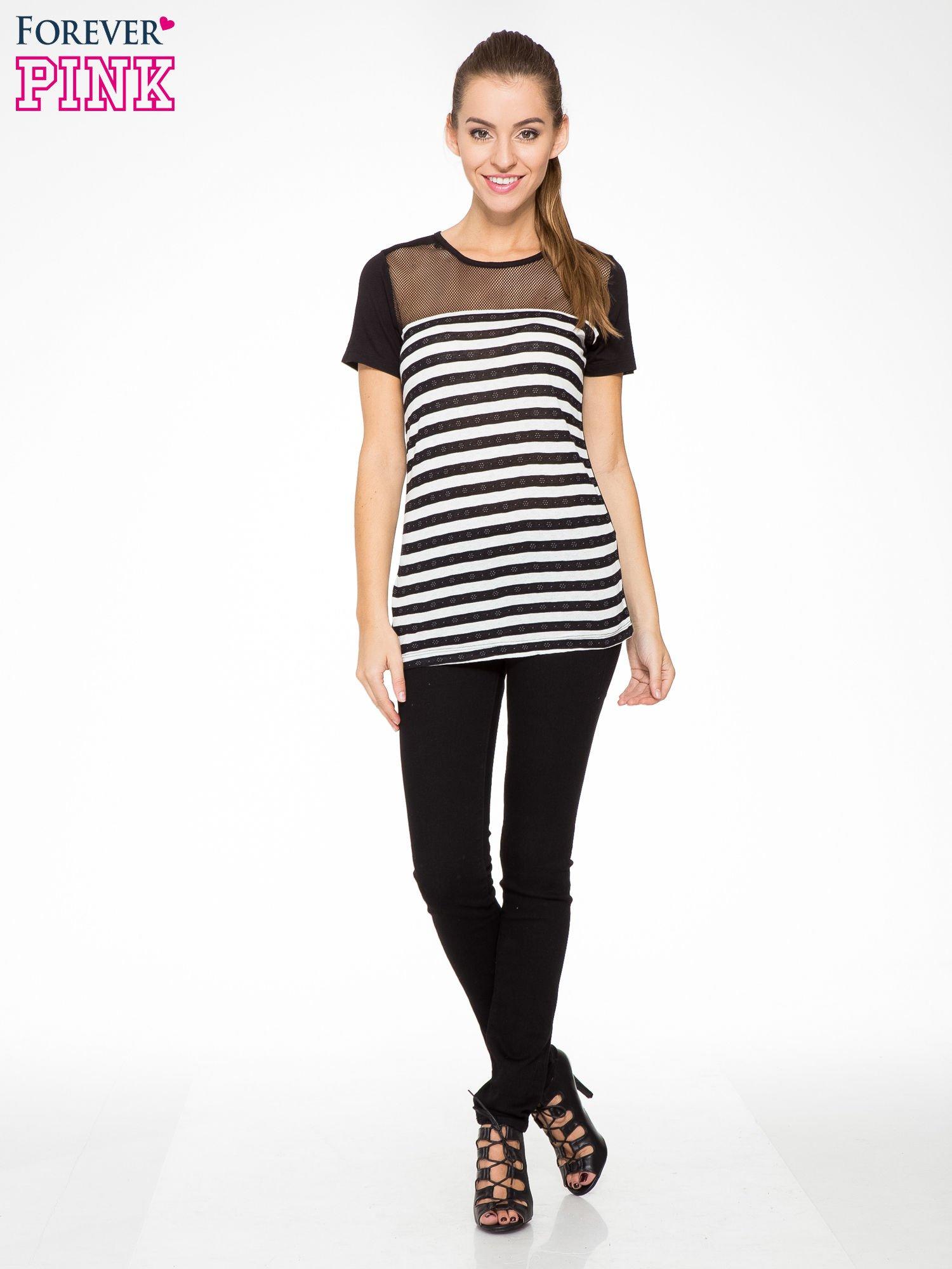 T-shirt w biało-czarne paski z siateczkową górą                                  zdj.                                  5