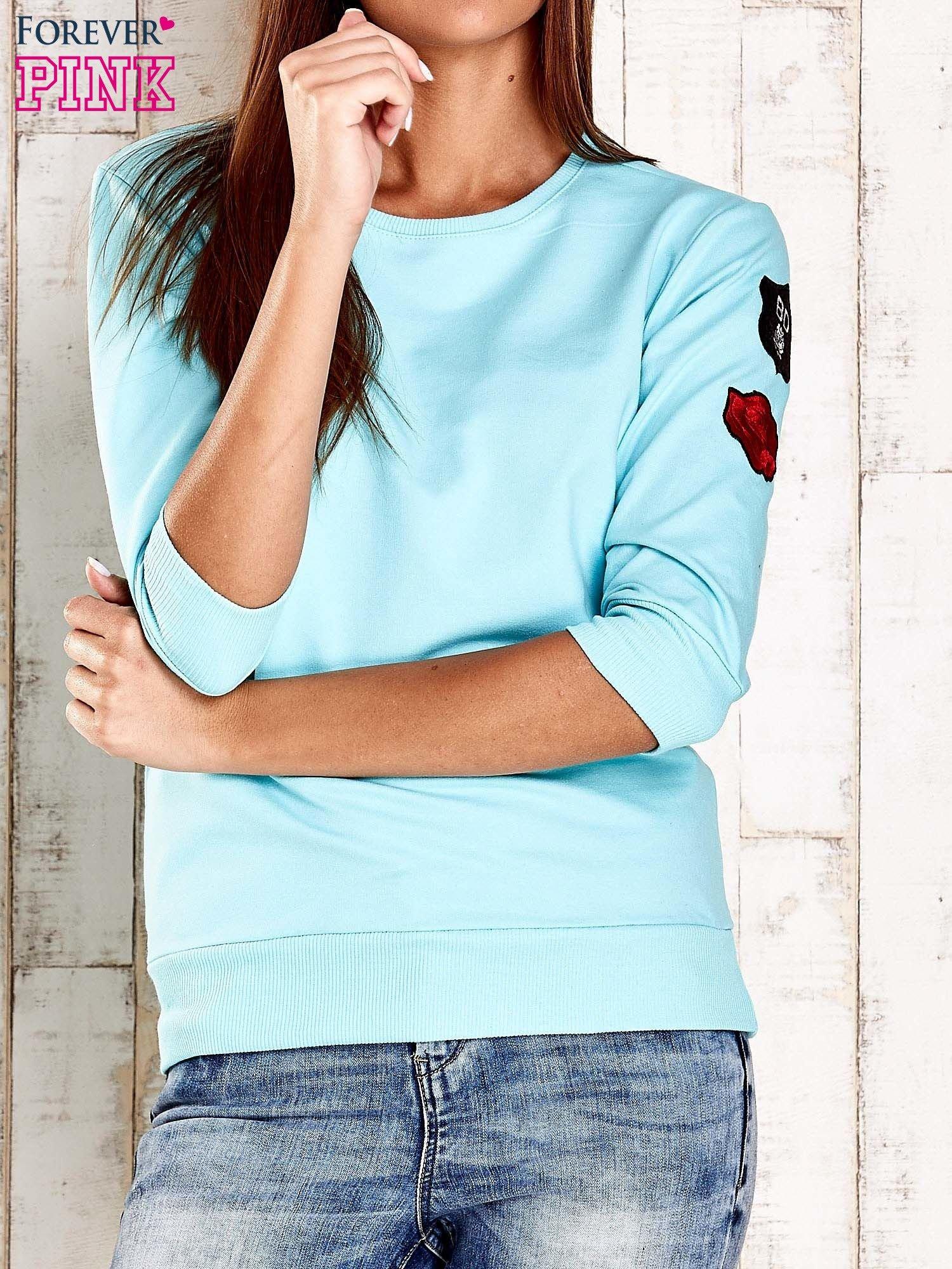Turkusowa bluza z naszywkami na rękawie                                  zdj.                                  1