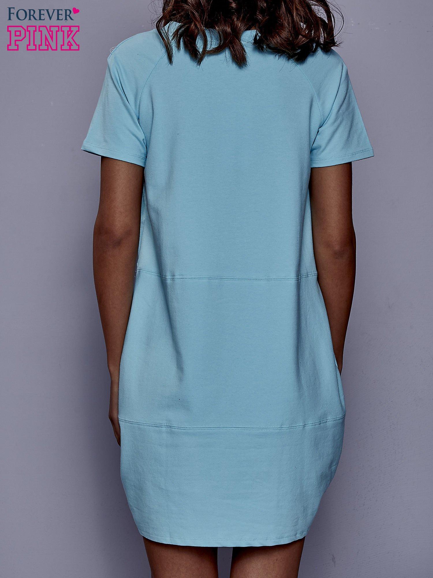 Turkusowa sukienka dresowa z kieszenią z boku                                  zdj.                                  2