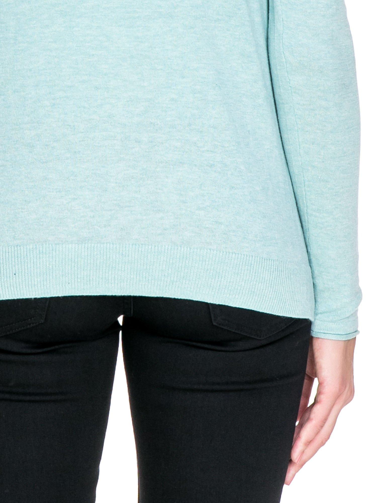 Turkusowy sweterek kardigan o kaskadowym fasonie                                  zdj.                                  7