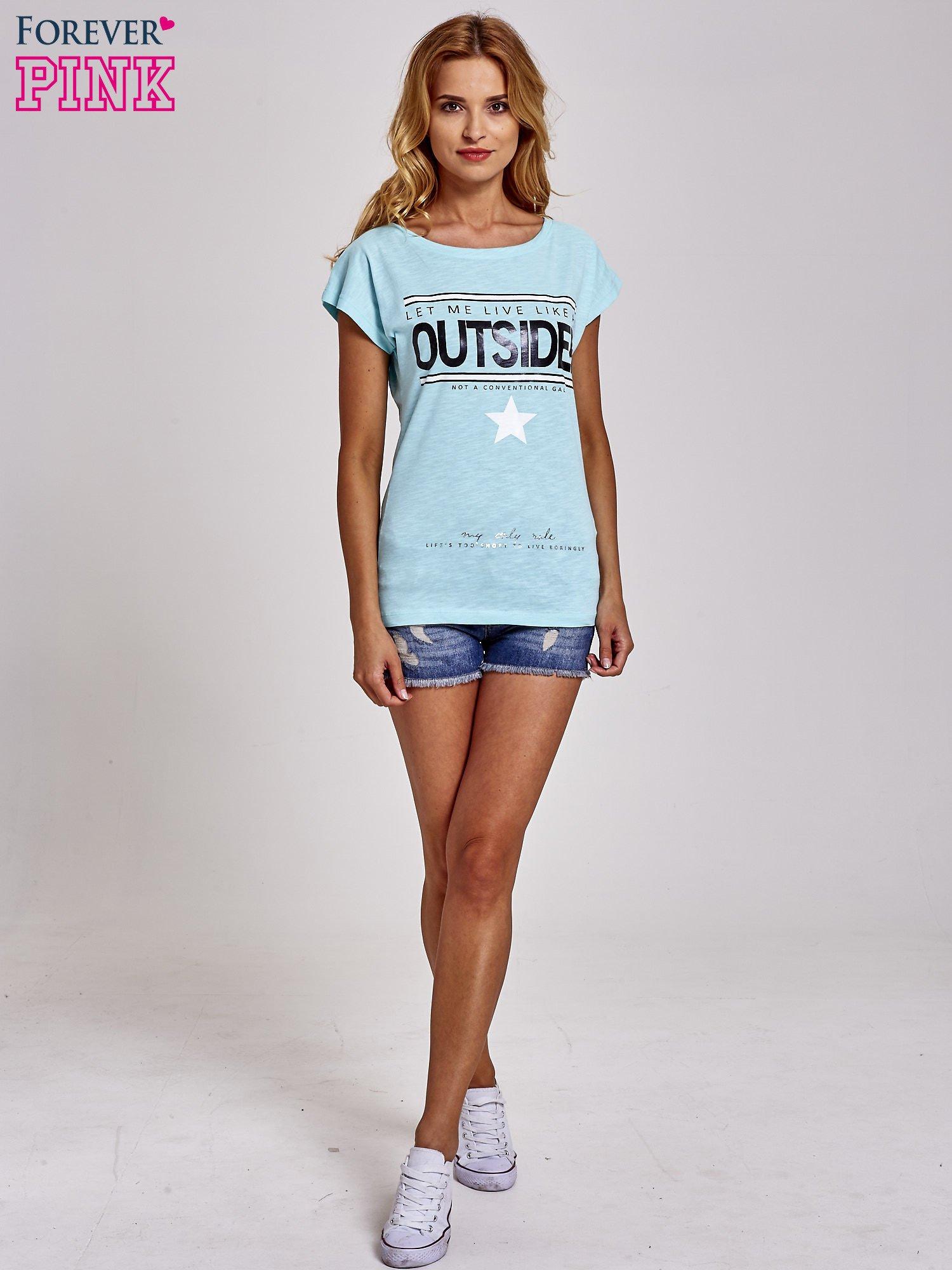 Turkusowy t-shirt z napisem OUTSIDER                                  zdj.                                  4