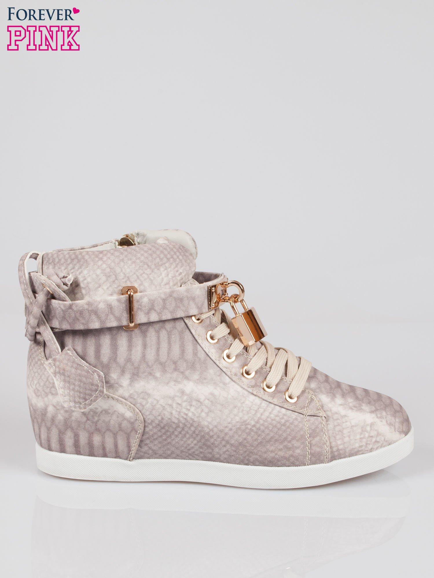 Wężowe sneakersy damskie ze złotą kłódką                                  zdj.                                  1