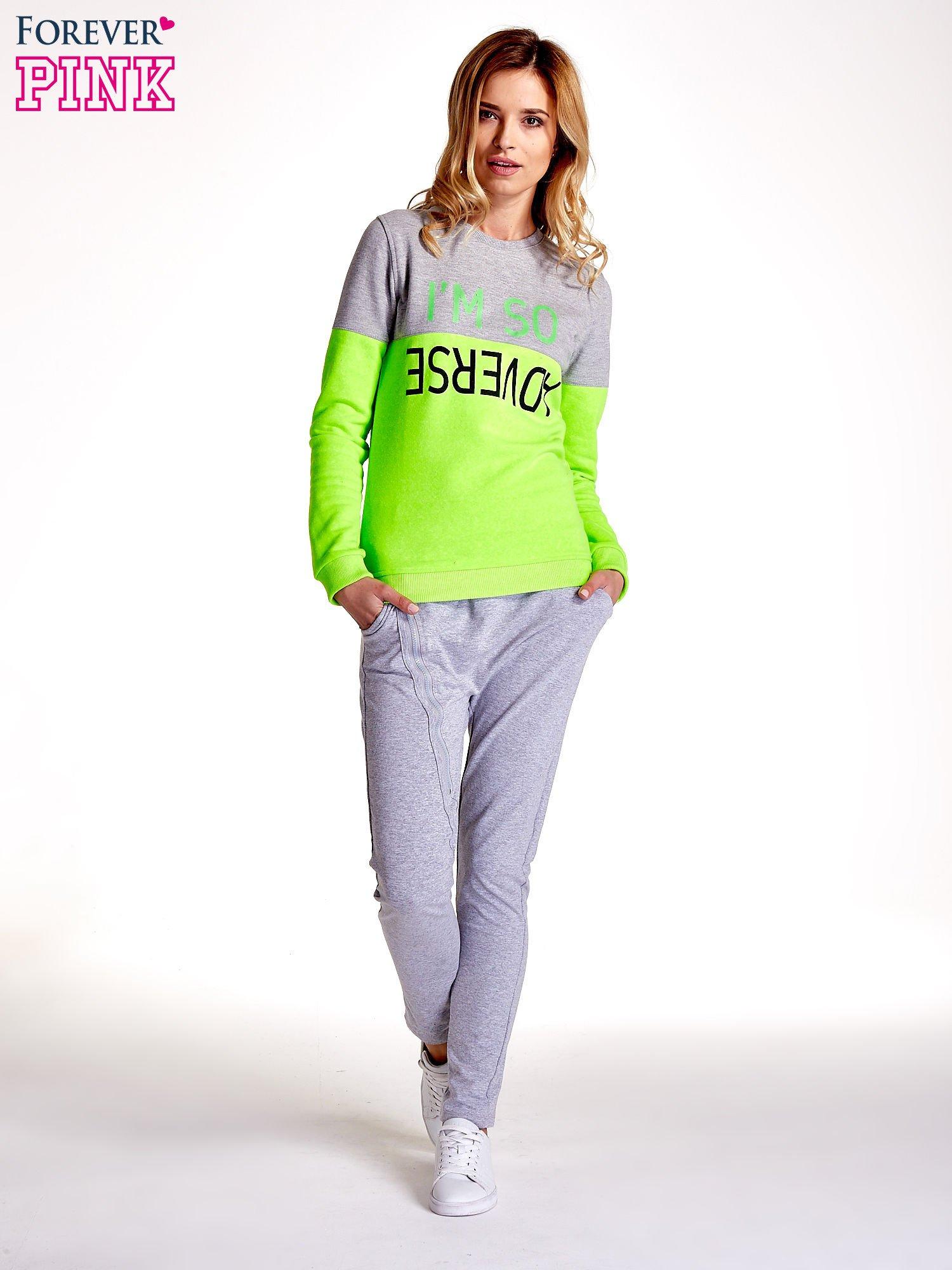 Zielona bluza z napisem I'M SO ADVERSE                                  zdj.                                  2