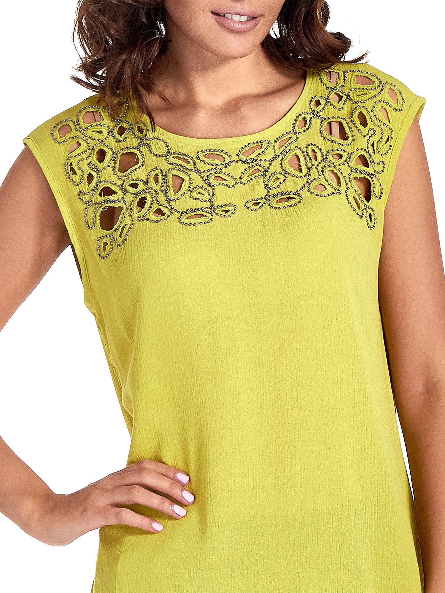 Zielona bluzka koszulowa z ozdobnym dekoltem z wycięciami                                  zdj.                                  6