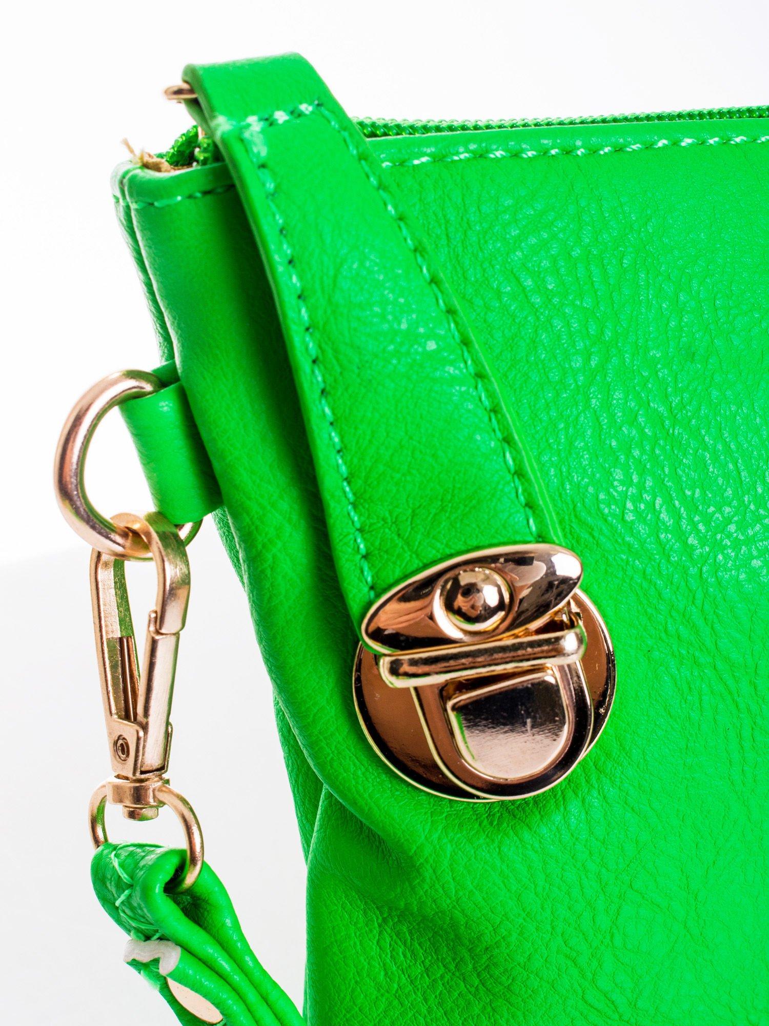 Zielona kopertówka z dżetami motyw ust                                  zdj.                                  4