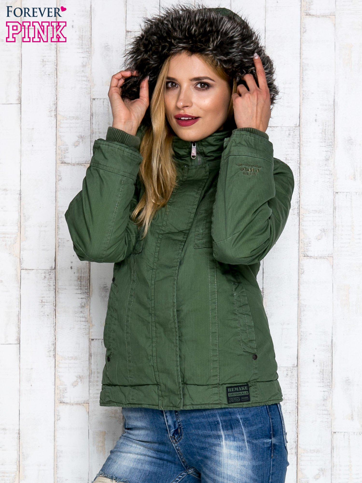 Zielona kurtka z futrzanym wykończeniem kołnierza                                  zdj.                                  6