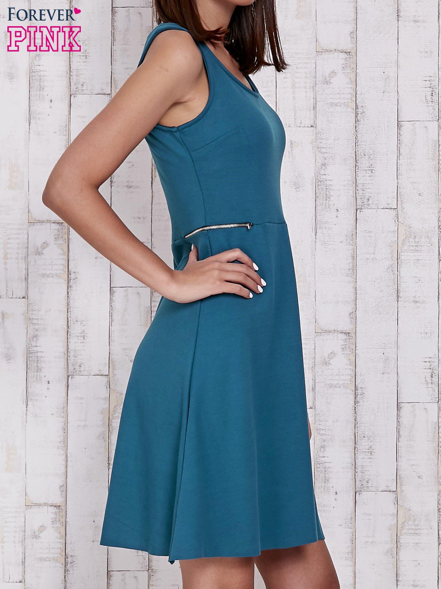 Zielona rozkloszowana sukienka z suwakami w talii                                  zdj.                                  3