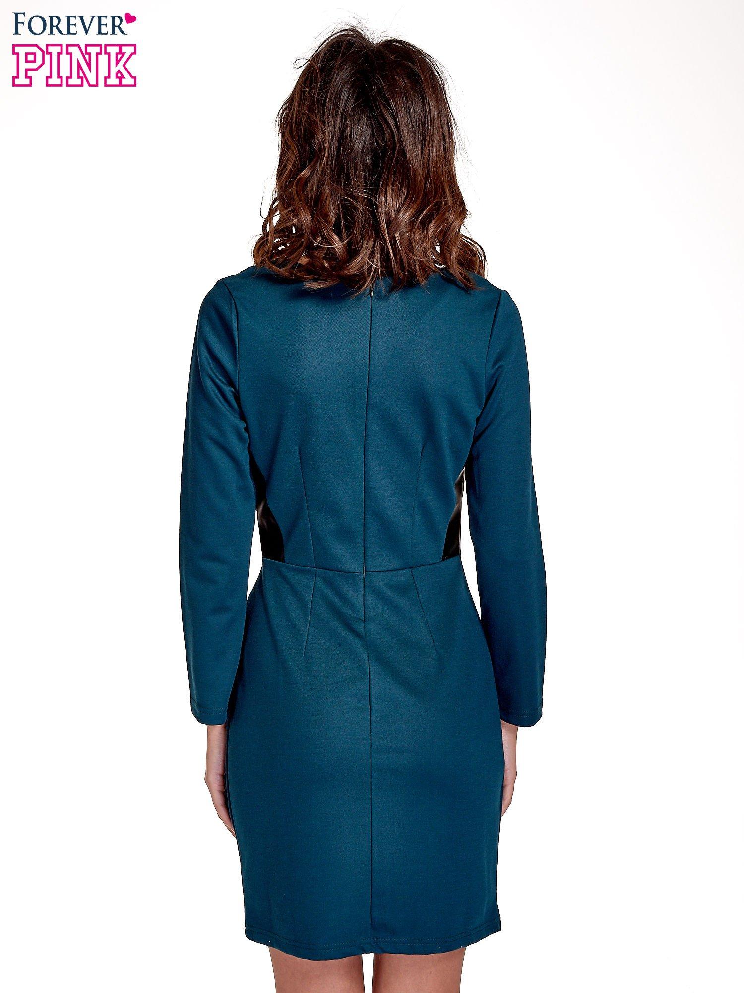 Zielona sukienka ze skórzanymi wstawkami                                  zdj.                                  4
