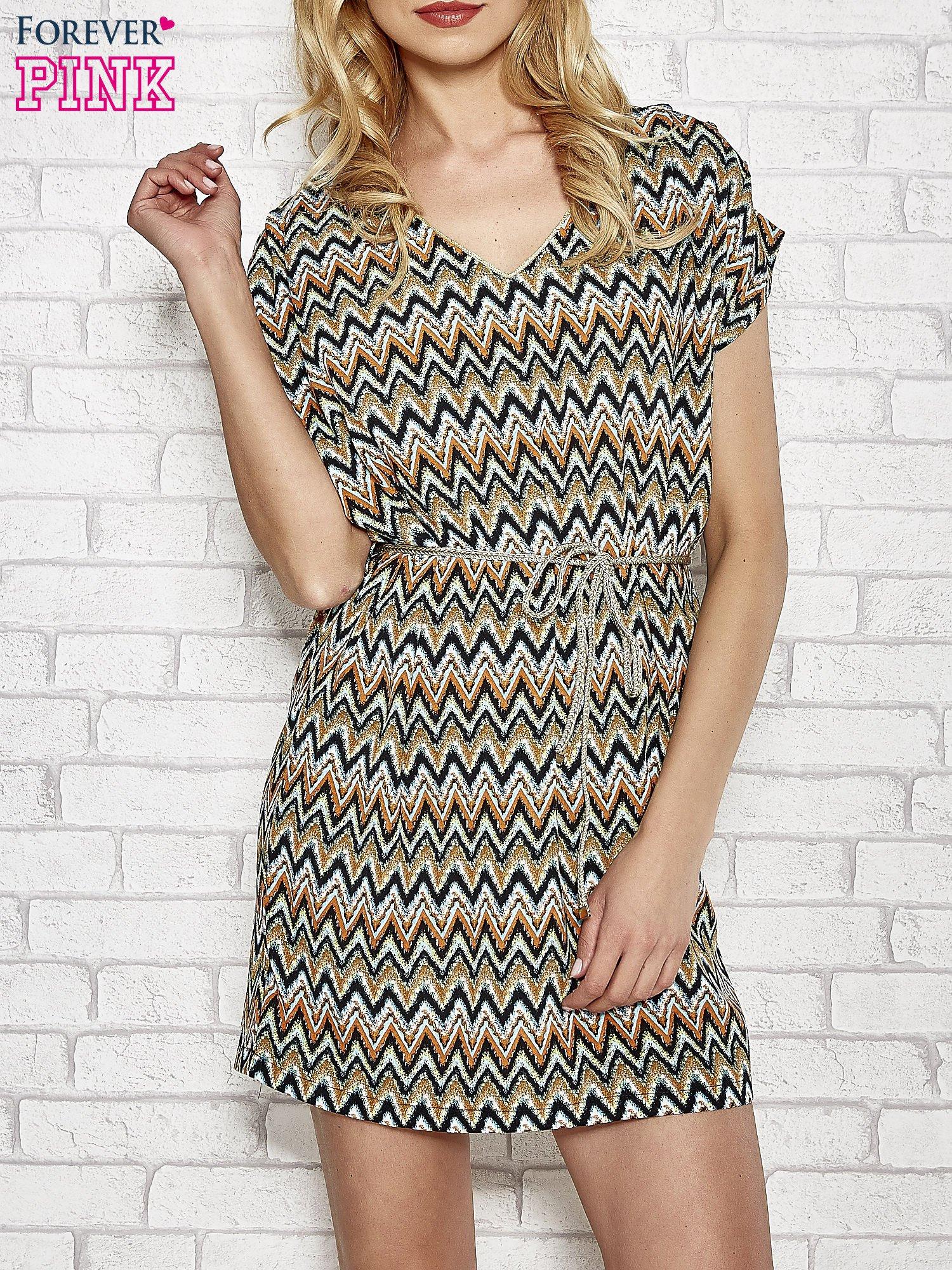 0d03cb7be6 Zielona wzorzysta sukienka ze złotym plecionym paskiem - Sukienka na ...